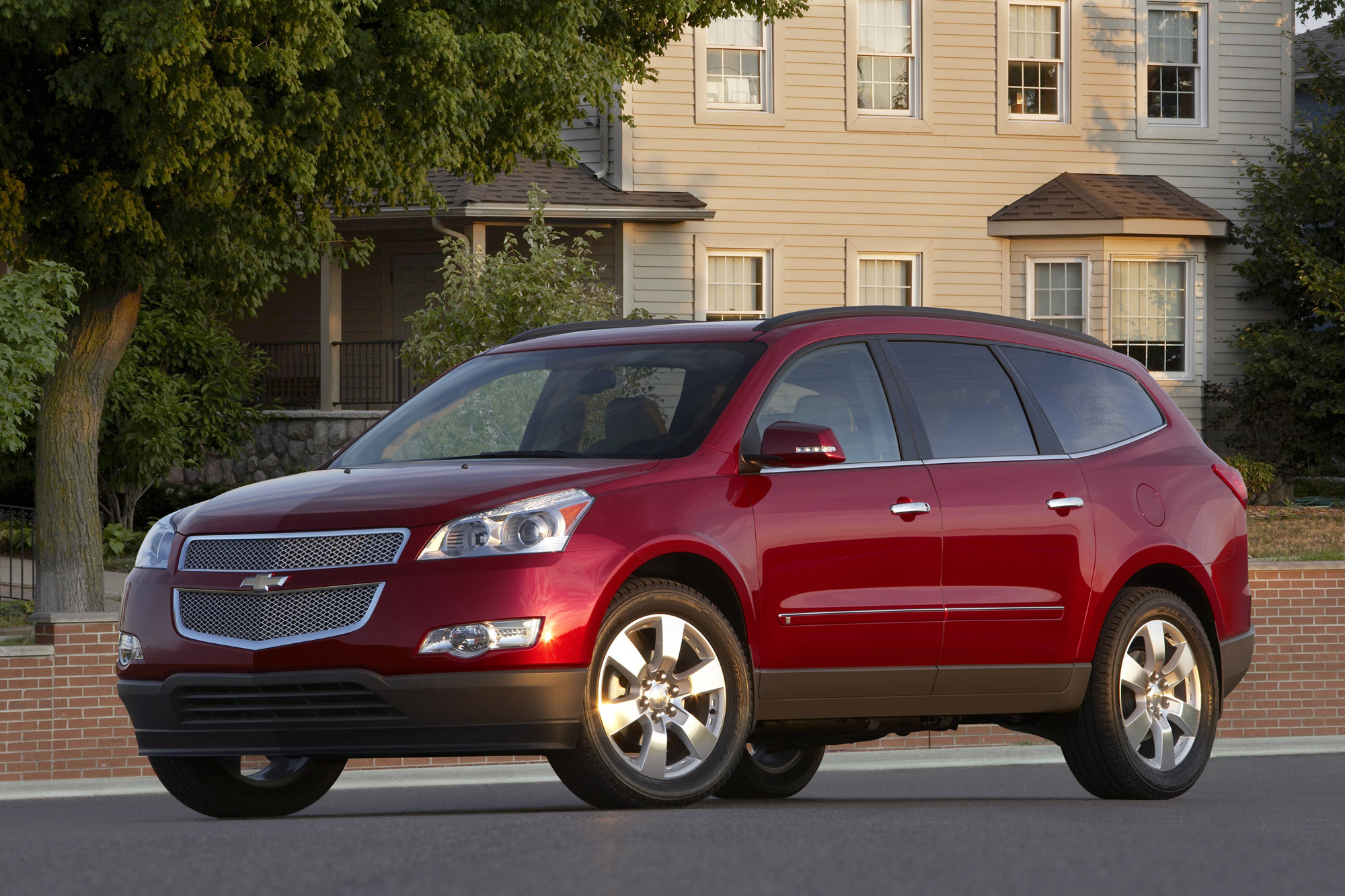 chevrolet announces pricing for the 2009 traverse