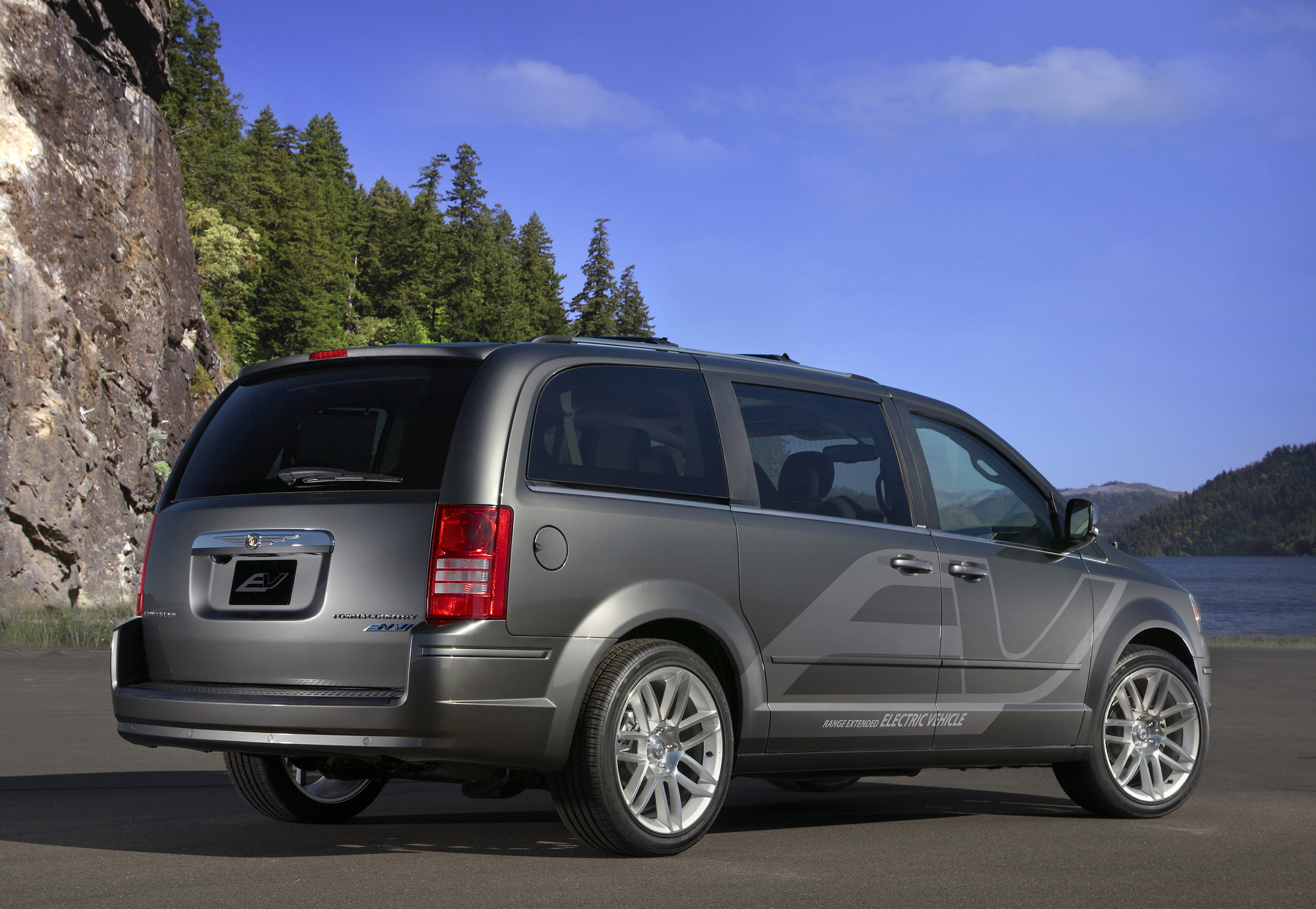 Town And Country Auto Sales >> Chrysler Showcases its Electric Vehicle Future at 2009 ...