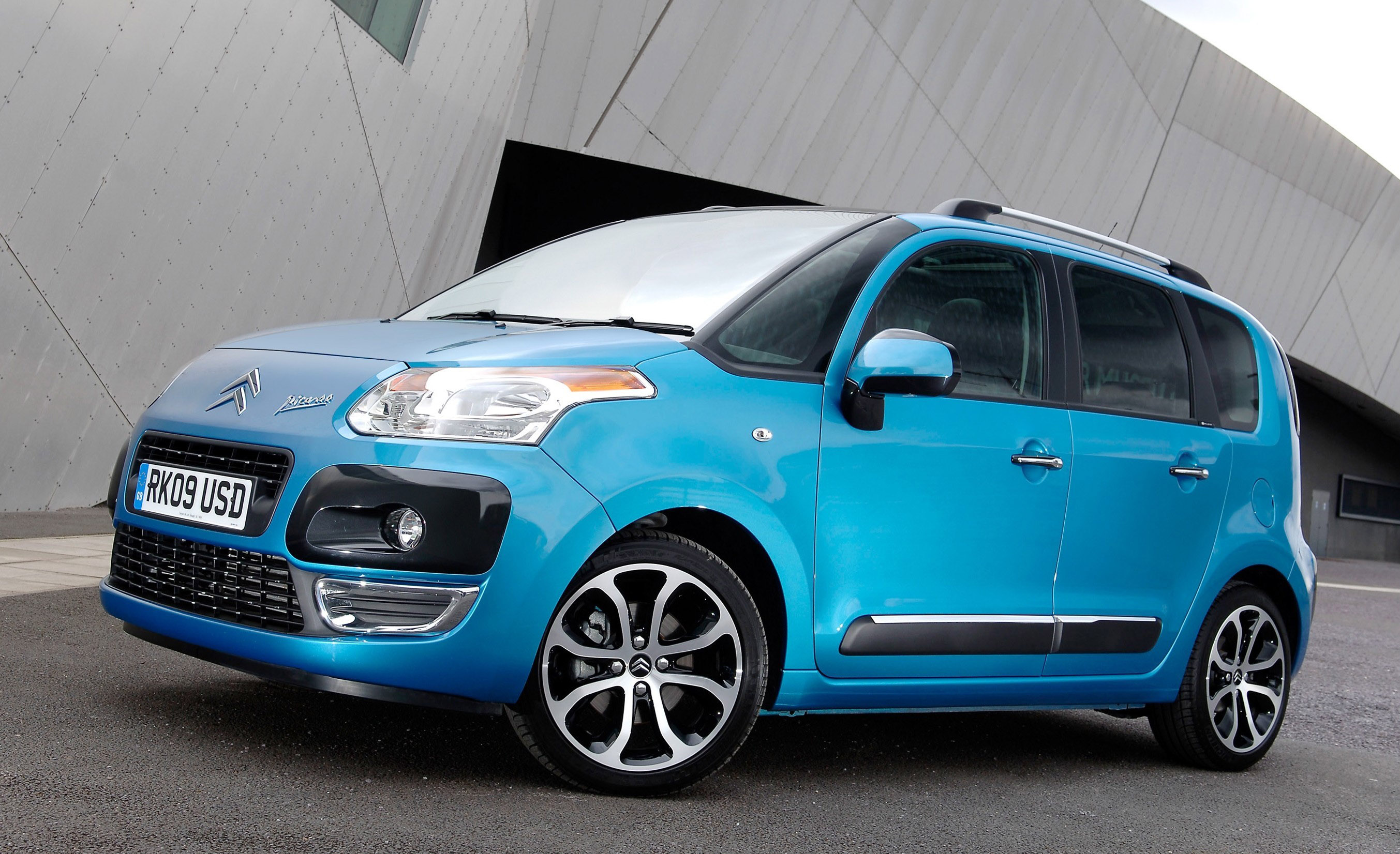 citroen c3 picasso thinking outside the box. Black Bedroom Furniture Sets. Home Design Ideas