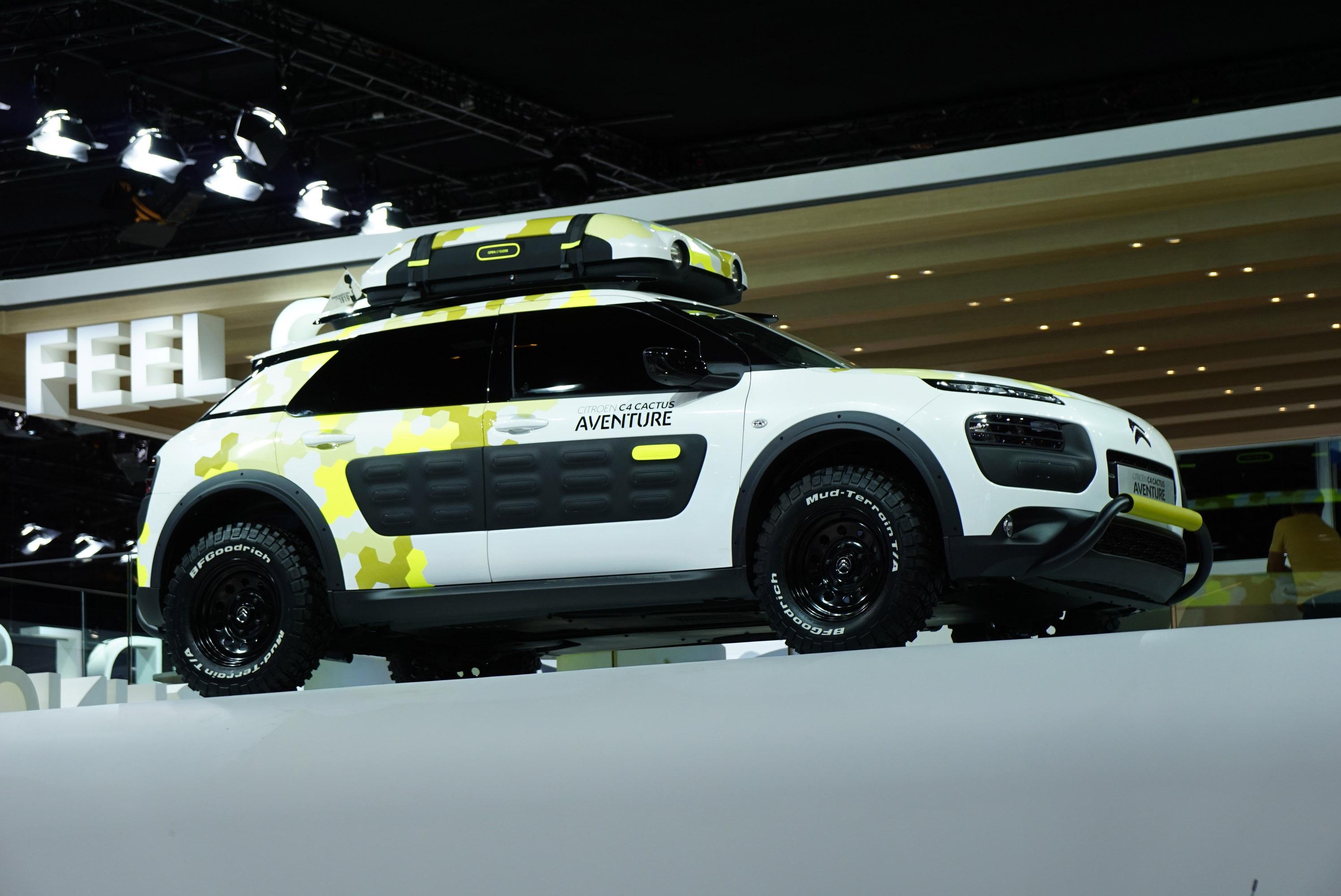 custom kahn land rover defender 110 makes impressive debut. Black Bedroom Furniture Sets. Home Design Ideas