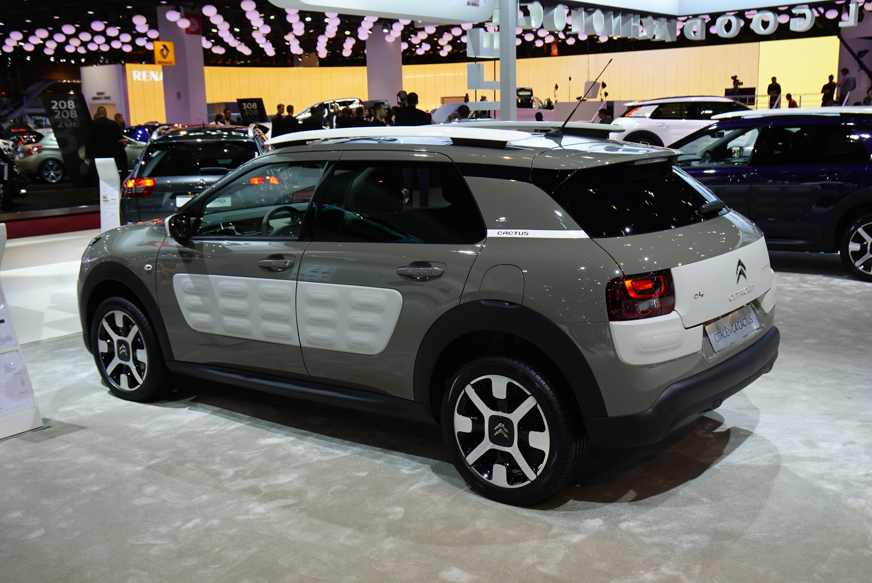 citroen c4 cactus paris 2014 picture 111513. Black Bedroom Furniture Sets. Home Design Ideas