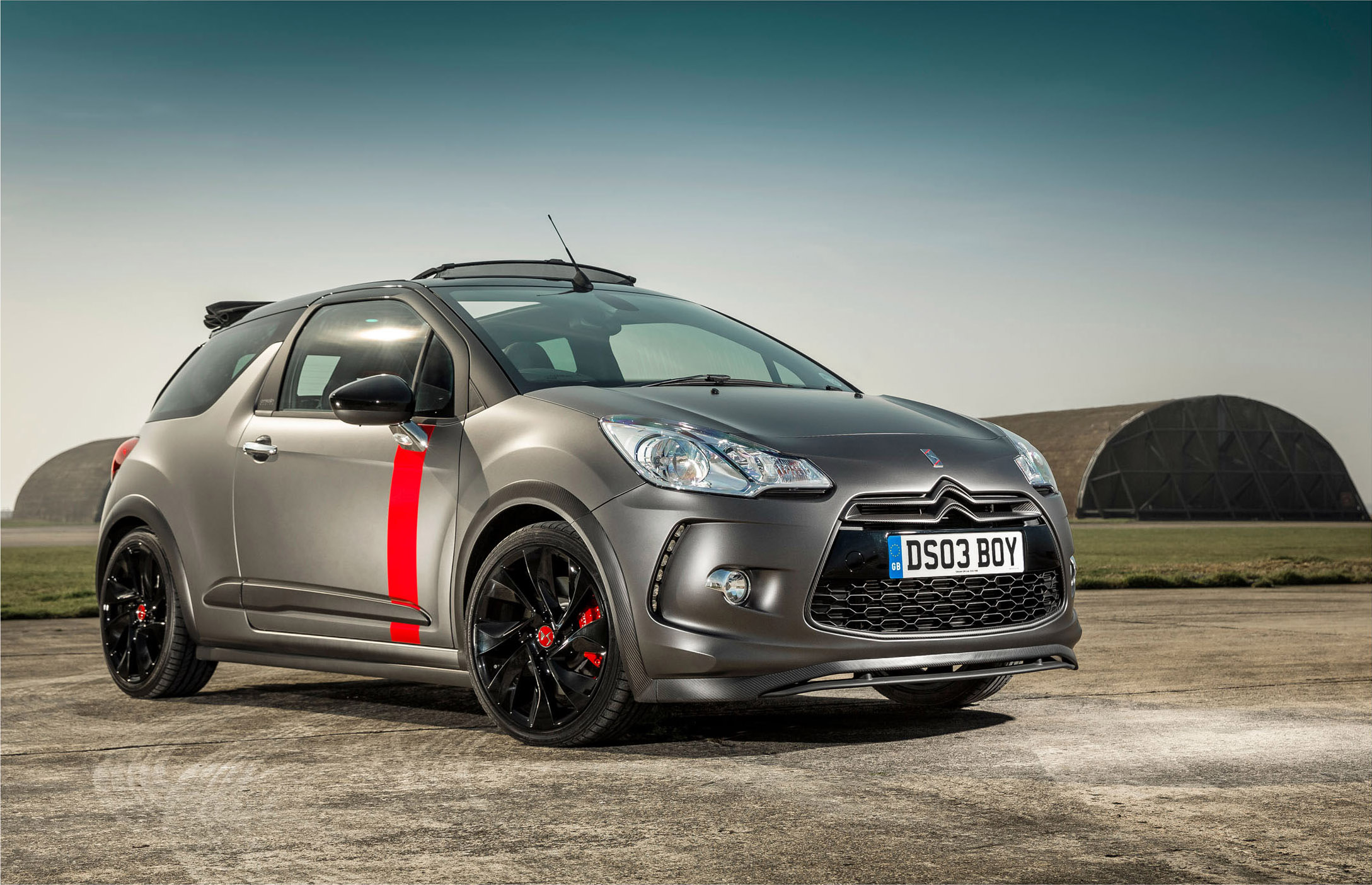 citroen ds3 cabrio racing ultra limited edition goes on sale. Black Bedroom Furniture Sets. Home Design Ideas