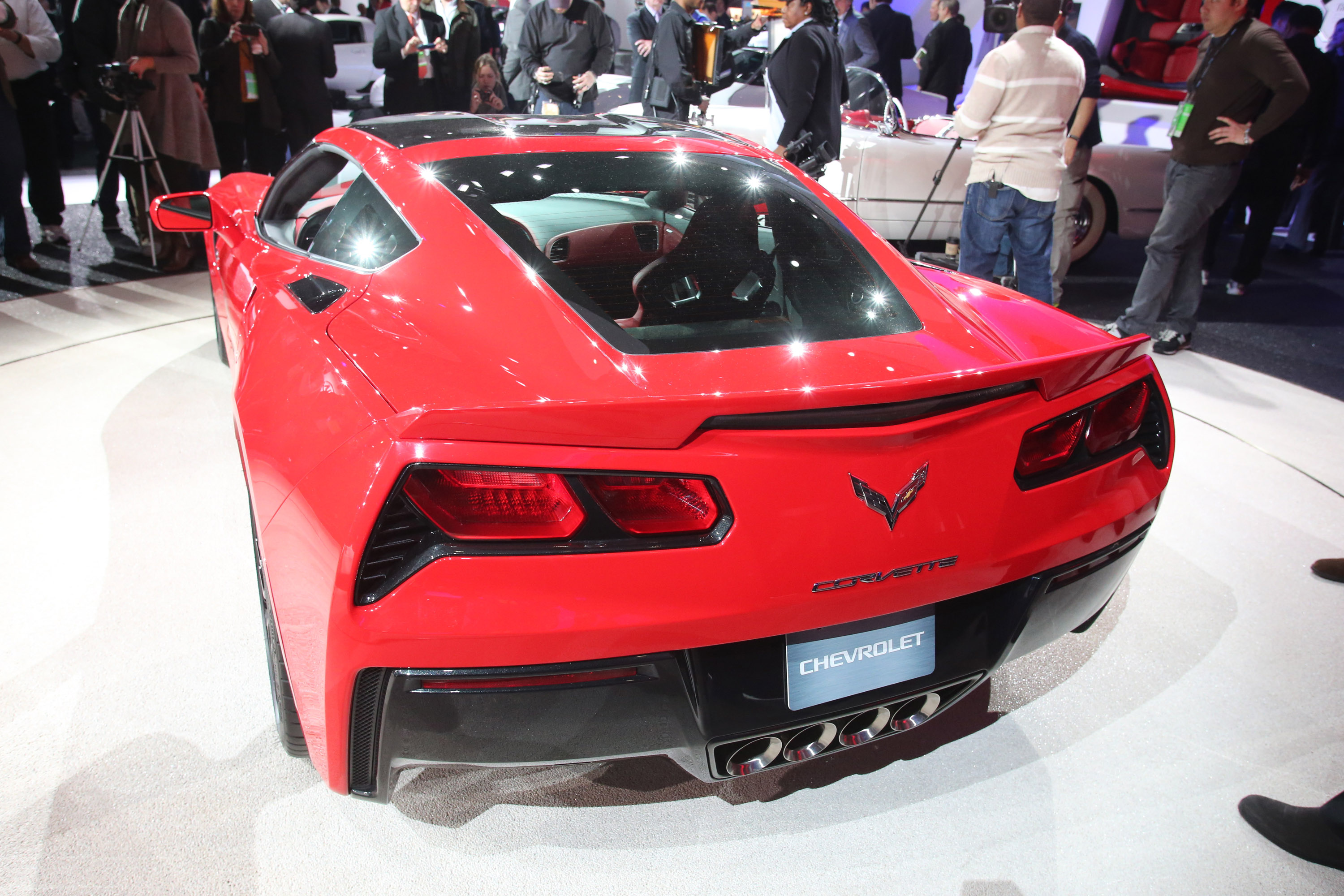 2013 naias chevrolet corvette stingray unveiled videos. Black Bedroom Furniture Sets. Home Design Ideas