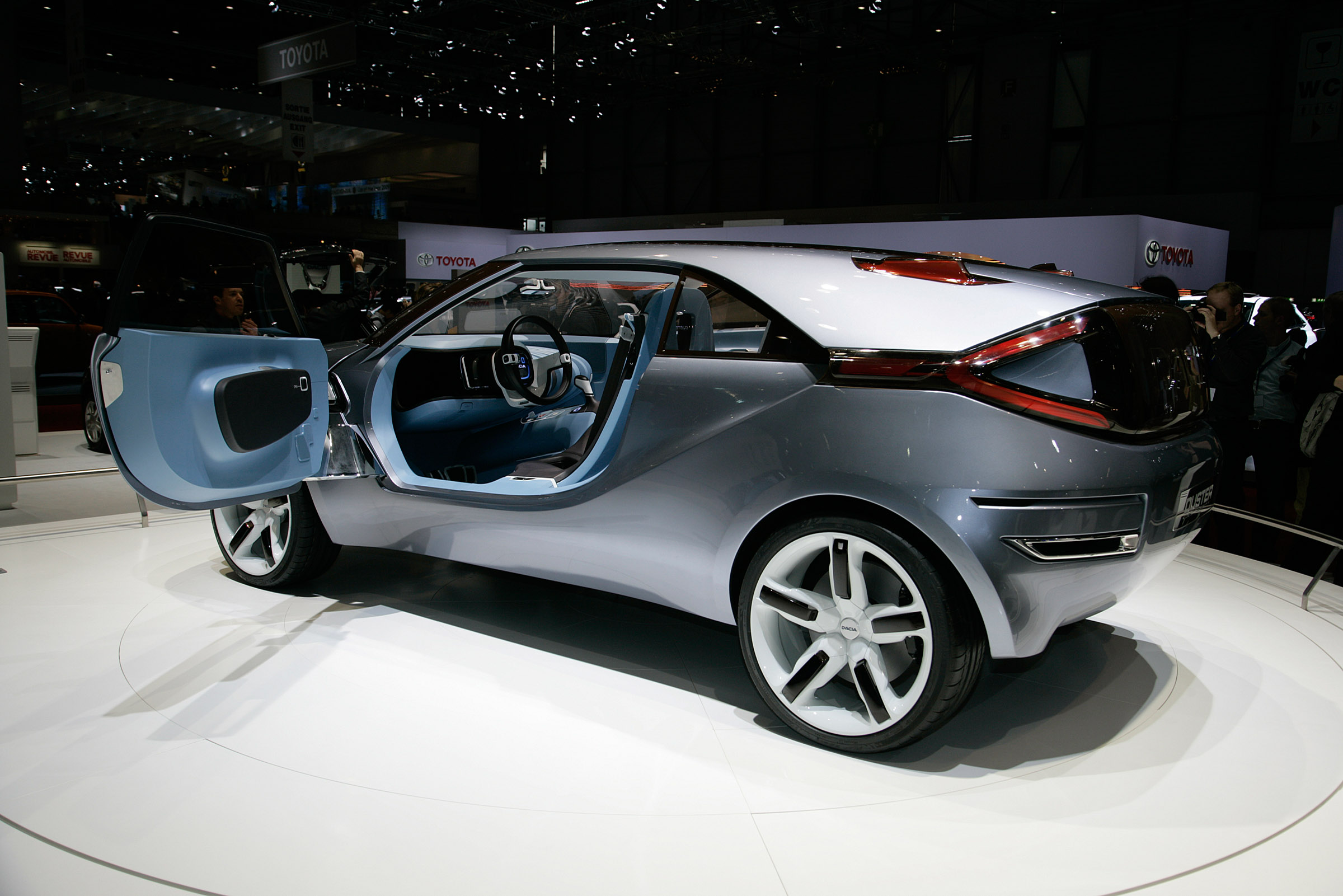 dacia duster crossover concept unveiled at geneva motor show. Black Bedroom Furniture Sets. Home Design Ideas