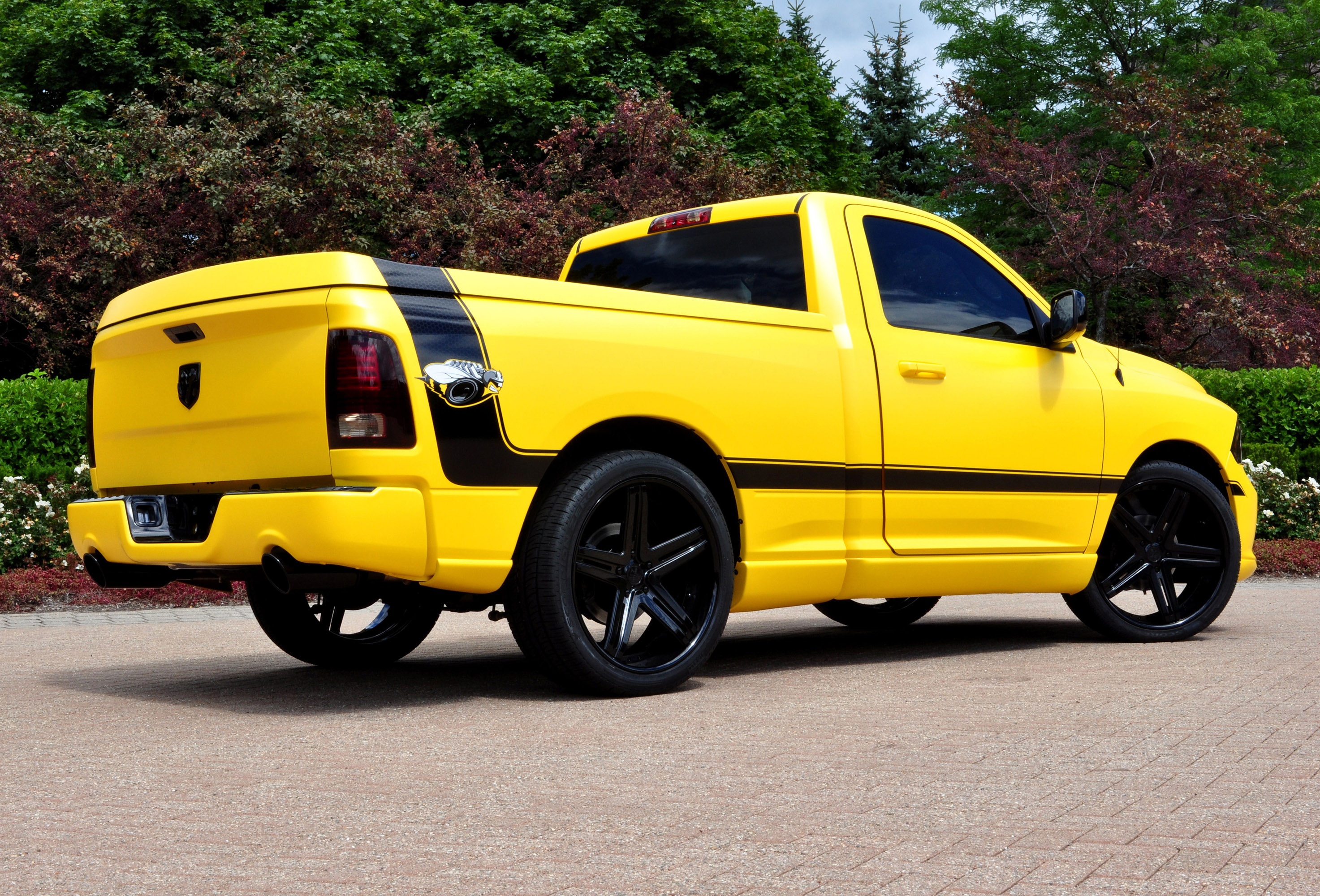 dodge unveils ram 1500 rumble bee concept. Black Bedroom Furniture Sets. Home Design Ideas