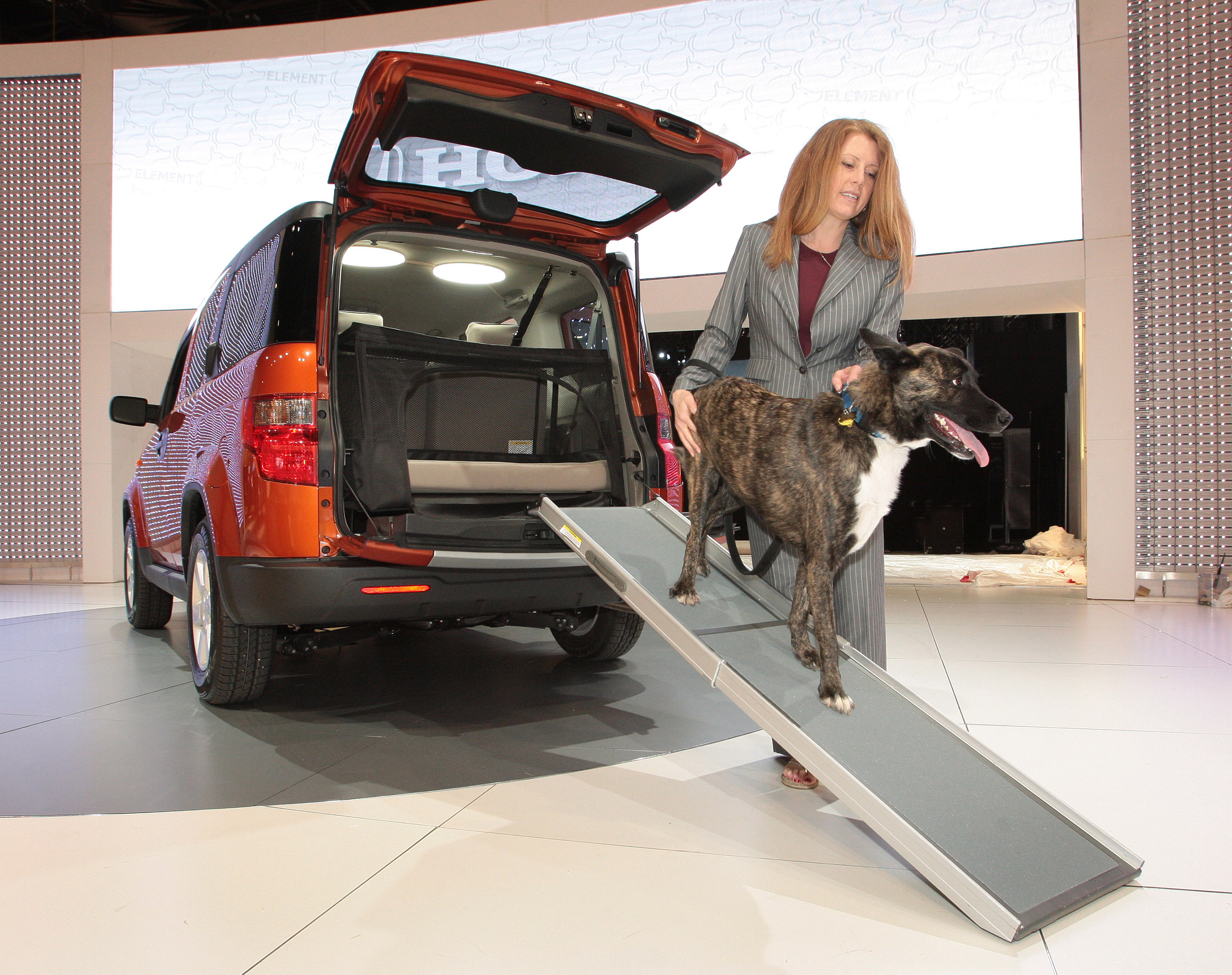 Dog-friendly Honda Element Concept Transforms SUV into Pet