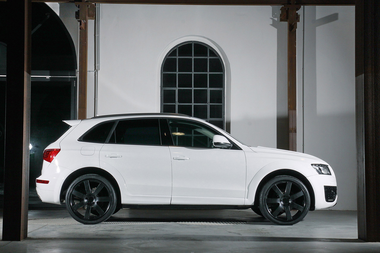 Audi Q5 White Black Rims