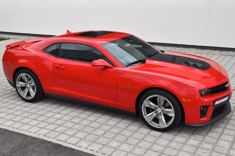 красный автомобиль chevrolet camaro zl1 скачать