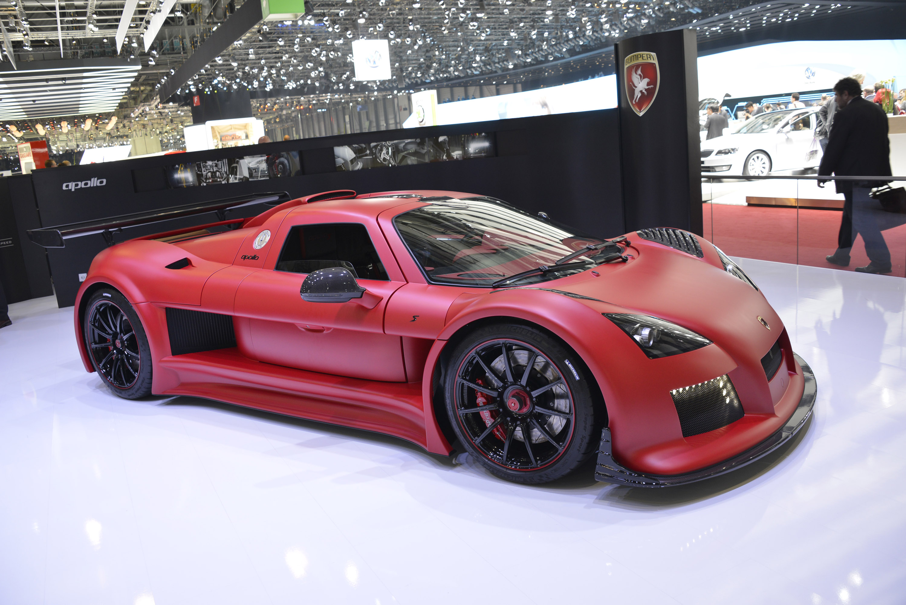 Gumpert apollo s geneva 2013