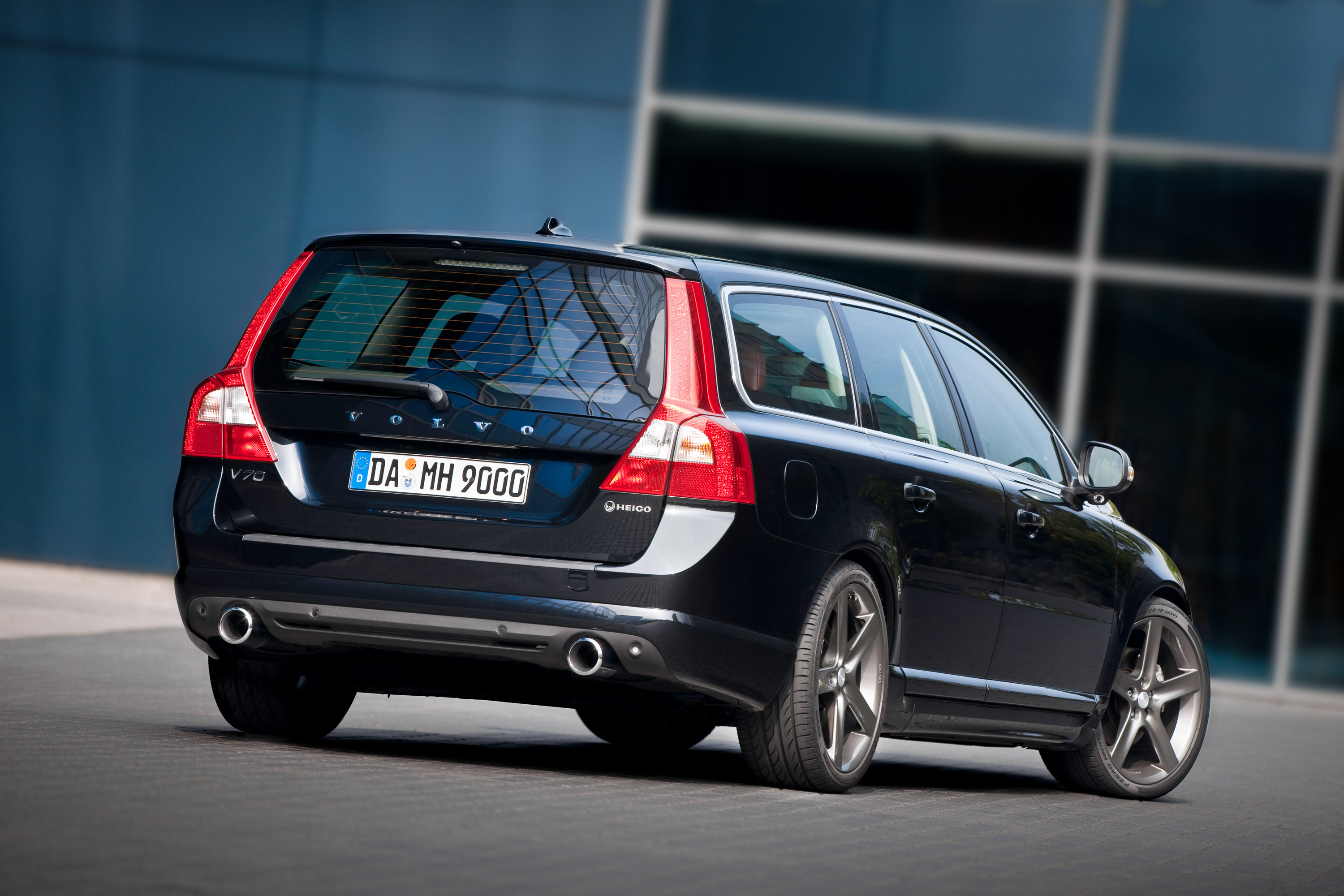 volvo presents the heico v70 t6 awd r design. Black Bedroom Furniture Sets. Home Design Ideas