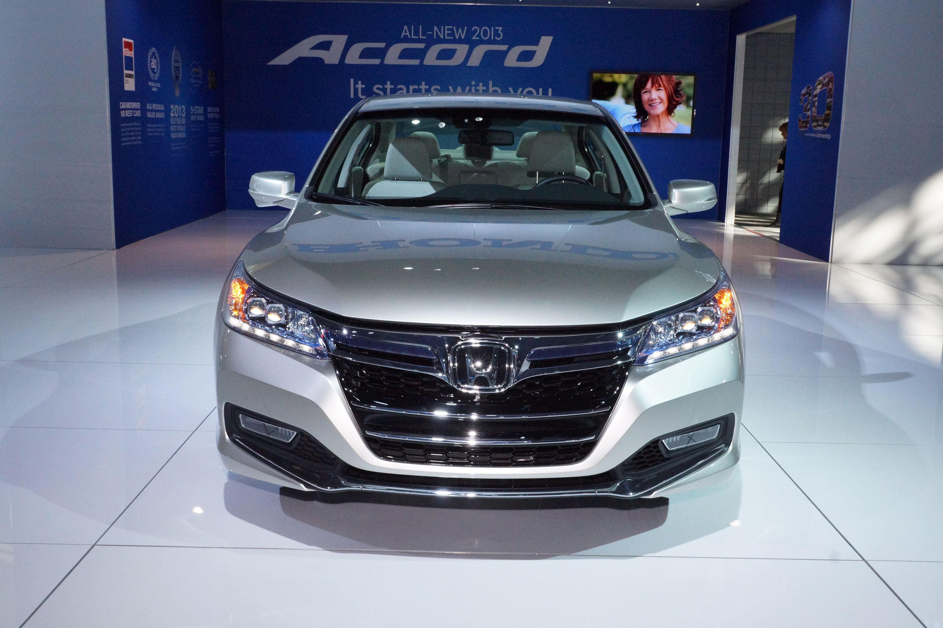 2014 honda accord plug in hybrid first drive kickingtires autos weblog. Black Bedroom Furniture Sets. Home Design Ideas