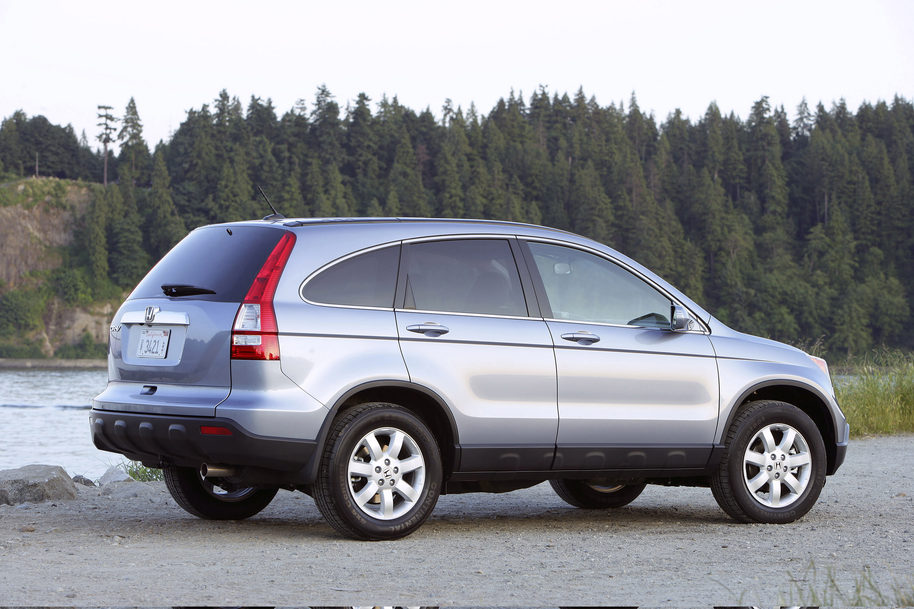 2009 honda cr v delivers refined and stylish approach to for Is a honda crv a suv
