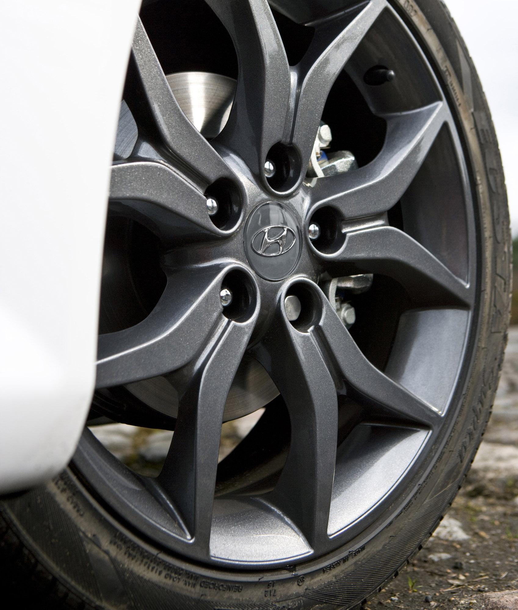 Kahn Reveals Stunning Firenze Red Range Rover Sport 400LE
