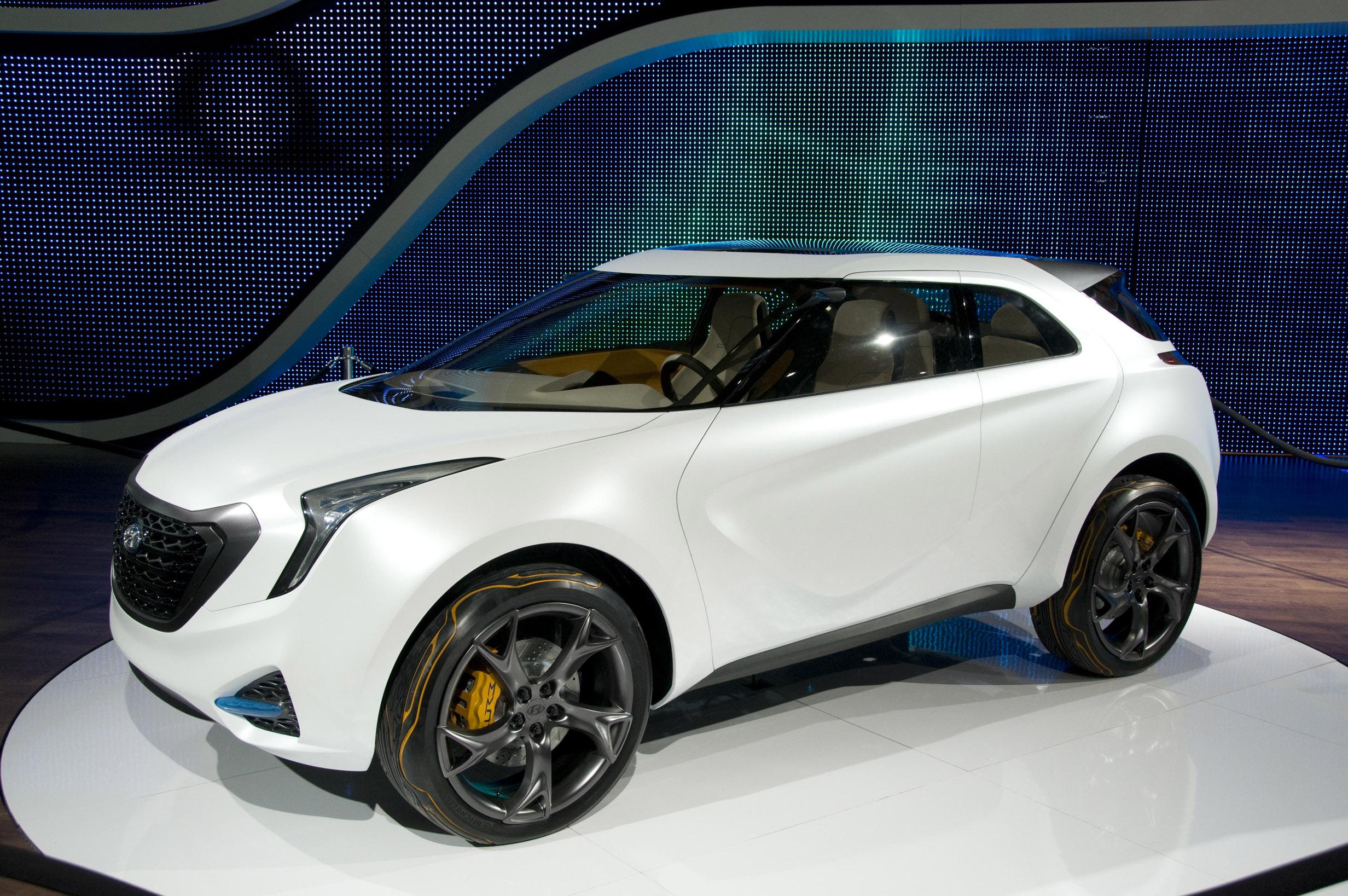Hyundai curb crossover detroit