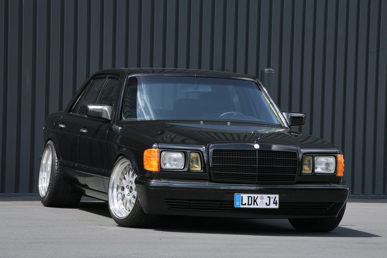 Inden design mercedes benz 560 se real gangster getaway car for Mercedes benz design