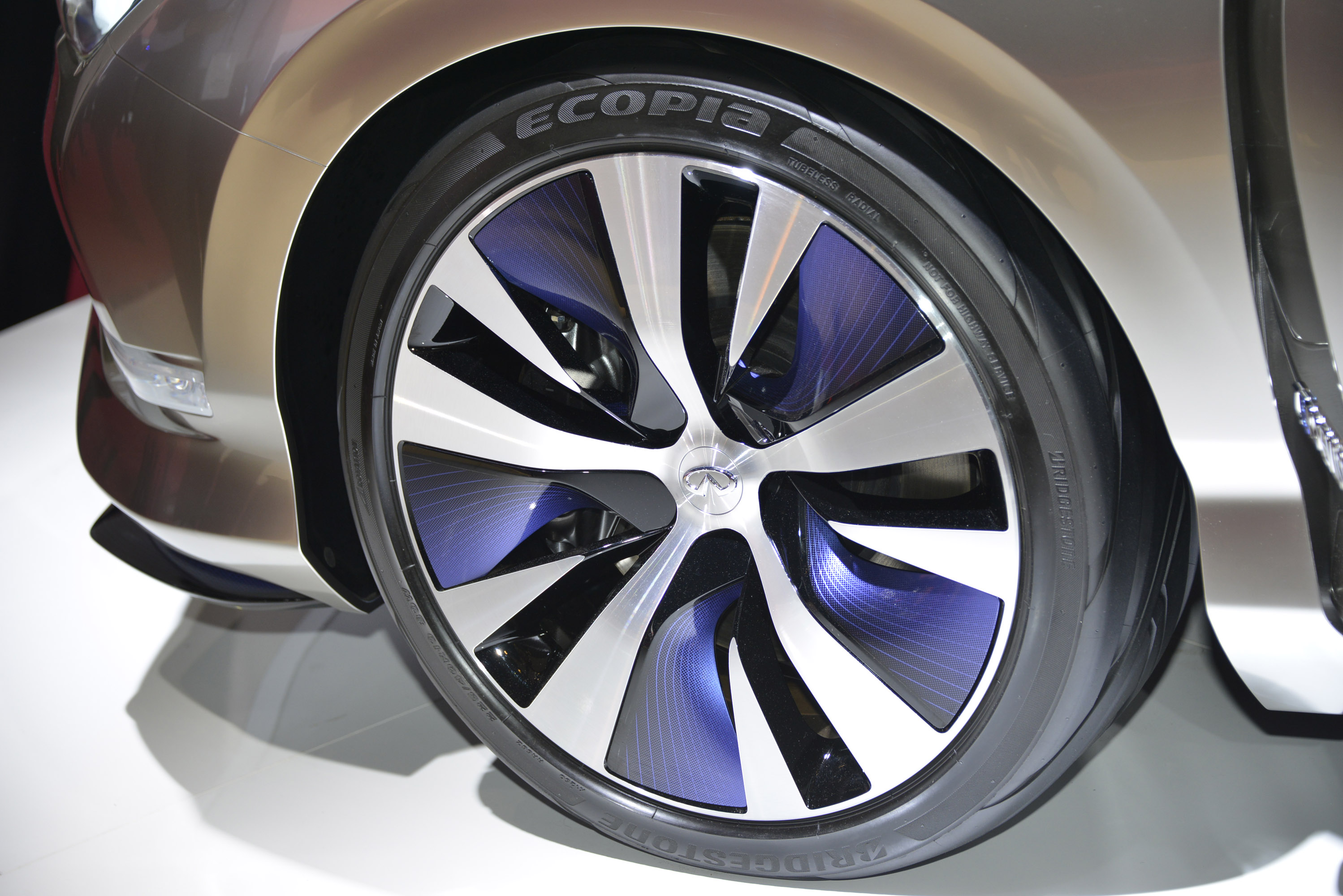 Dacia duster crossover concept unveiled at geneva motor show 2013 skoda yeti sochi special edition infiniti le concept paris 2012 vanachro Image collections