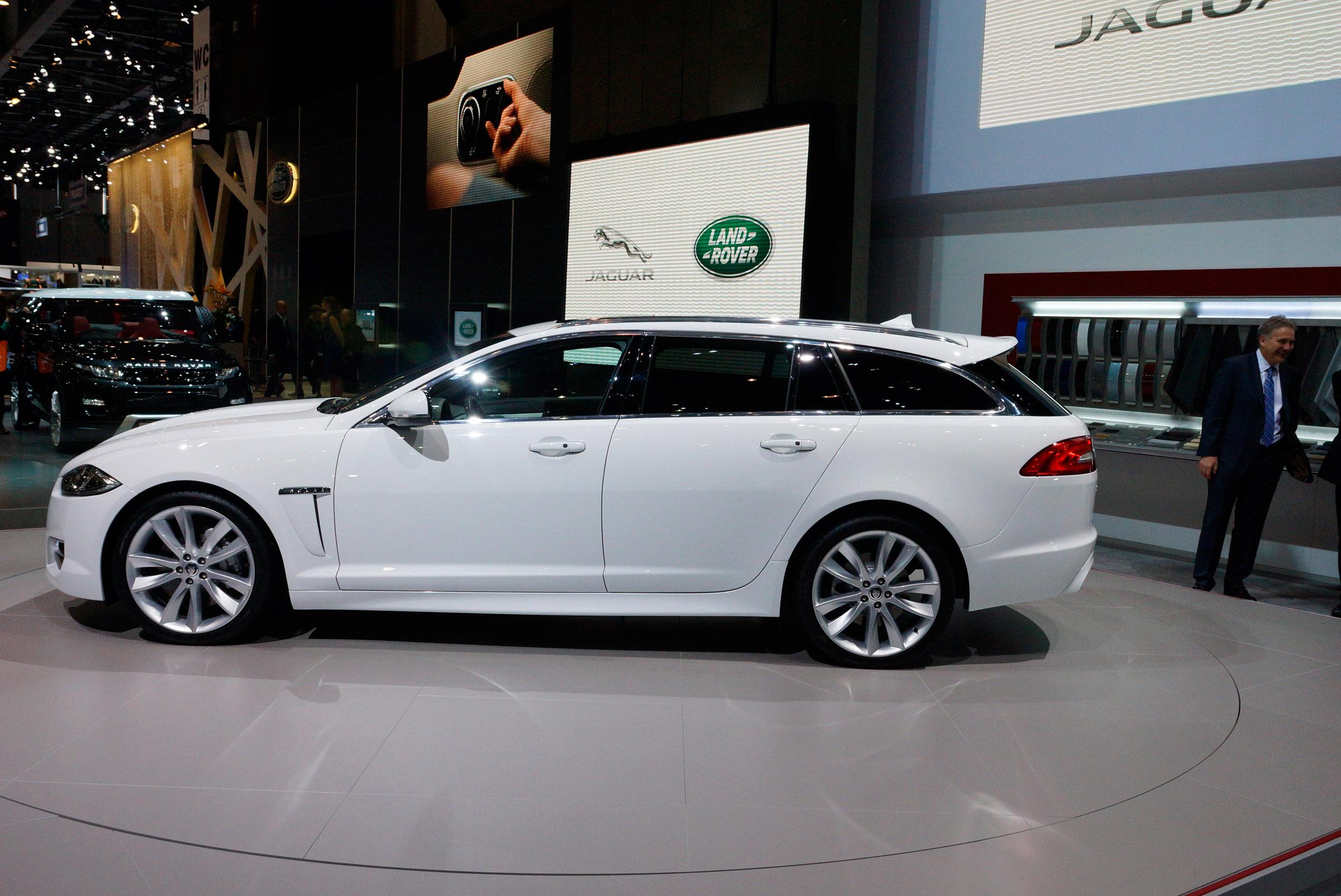 2012 geneva motor show jaguar xf sportbrake for Interieur sport