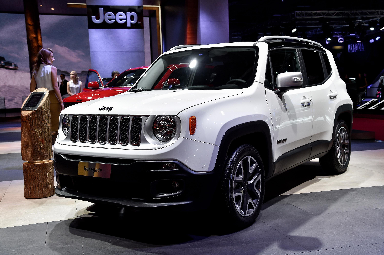 car jeep subaru autoguide vs crosstrek news comparisons com renegade