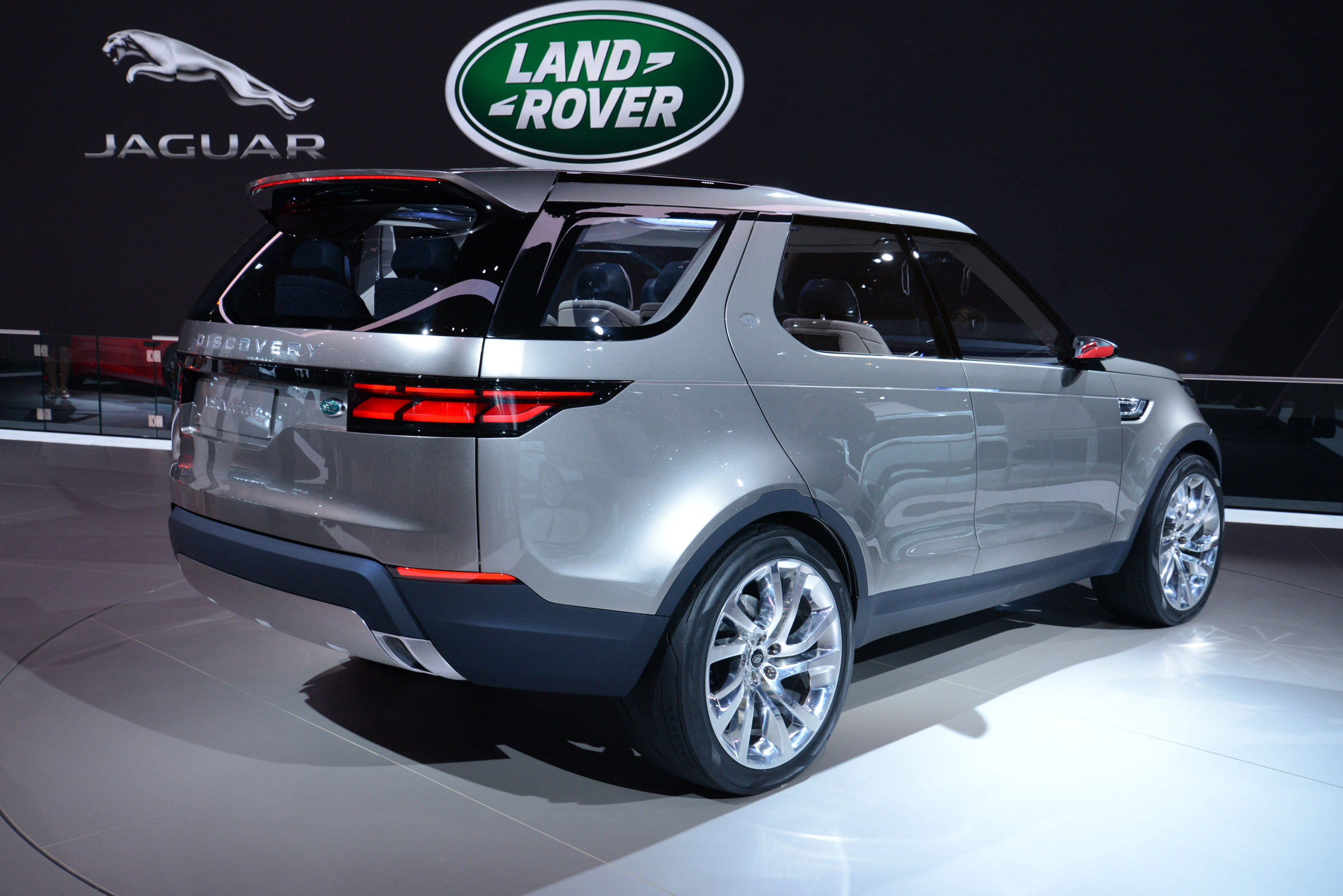 https://www.automobilesreview.com/gallery/land-rover-discovery-vision-concept-new-york-2014/land-rover-discovery-vision-concept-new-york-2014-11.jpg