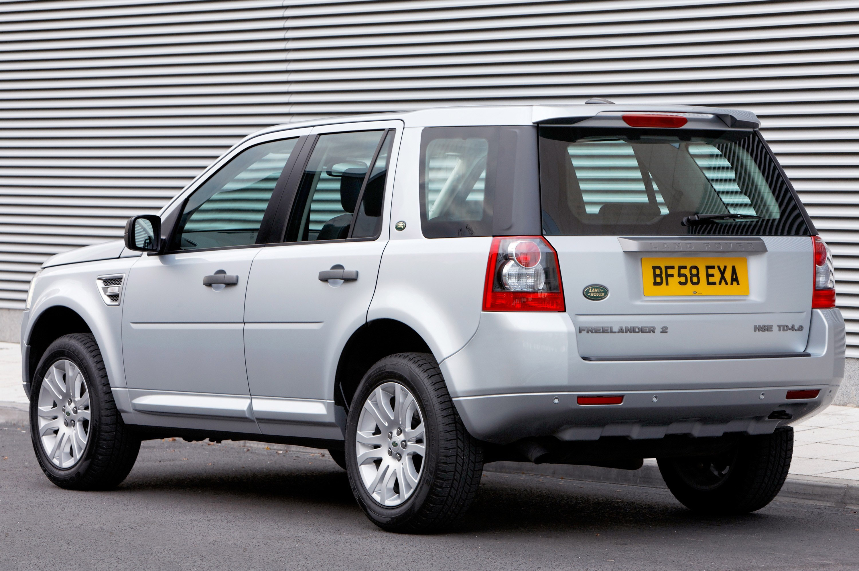 freelander 2 td4 e land rover 39 s most fuel efficient car. Black Bedroom Furniture Sets. Home Design Ideas