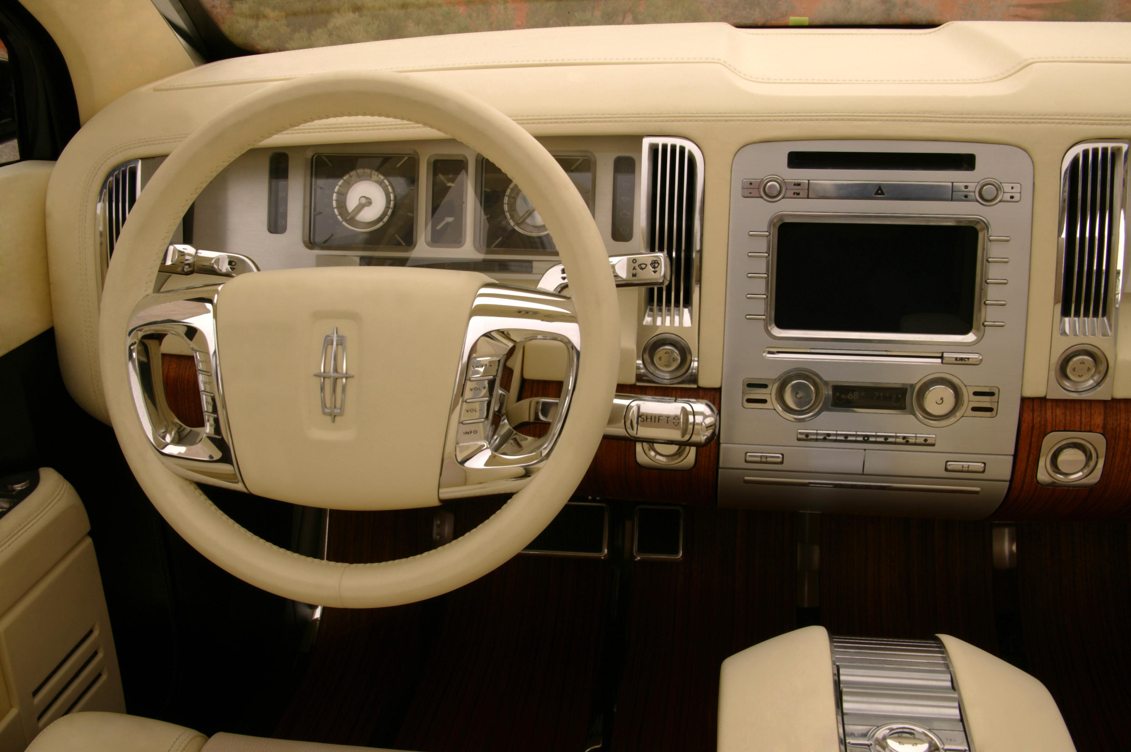 https://www.automobilesreview.com/gallery/lincoln-aviator-next-generation-concept/lincoln-aviator-concept-14.jpg