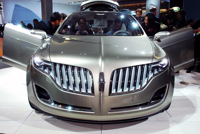 https://www.automobilesreview.com/gallery/lincoln-mkt-concept-detroit-2008/lincoln-mkt-concept-detroit-2008-01.jpg