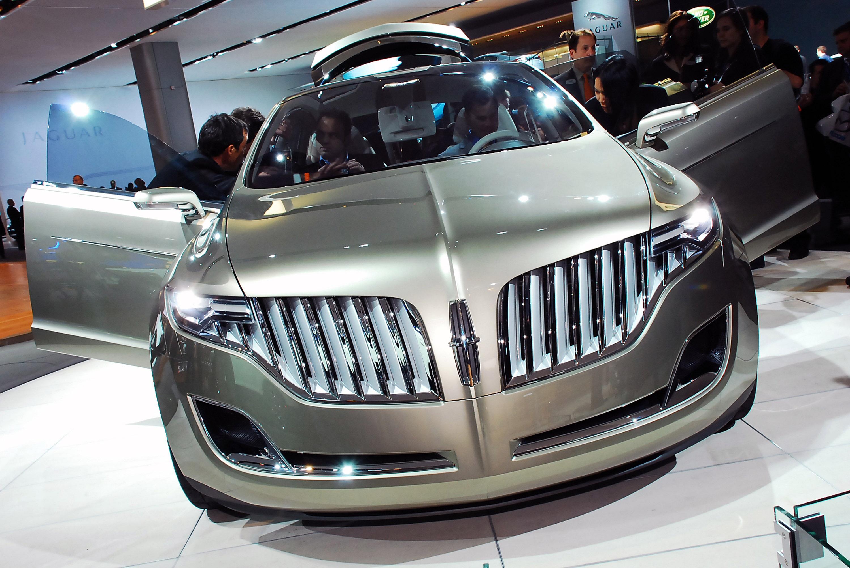 https://www.automobilesreview.com/gallery/lincoln-mkt-concept-detroit-2008/lincoln-mkt-concept-detroit-2008-02.jpg