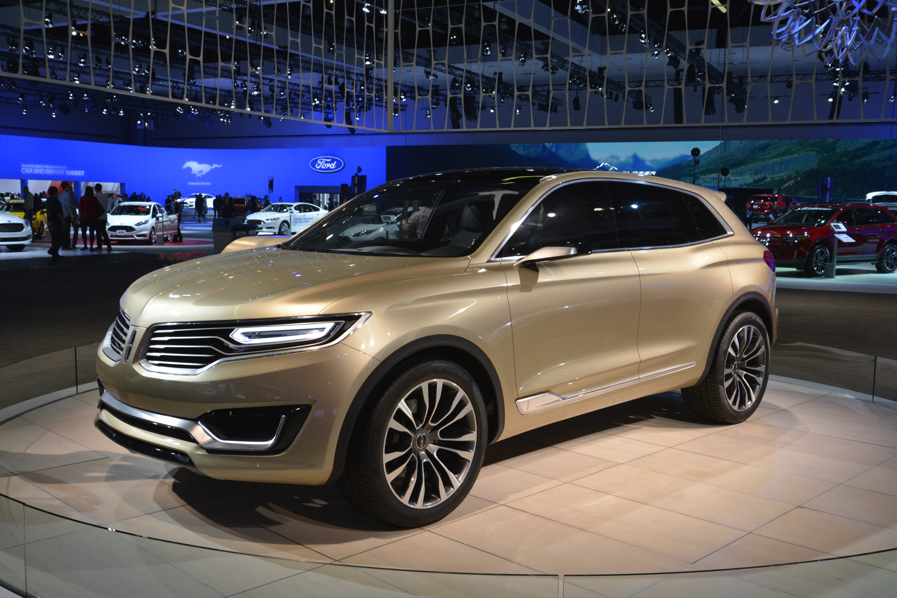 https://www.automobilesreview.com/gallery/lincoln-mkx-los-angeles-2014/lincoln-mkx-los-angeles-2014-02.jpg