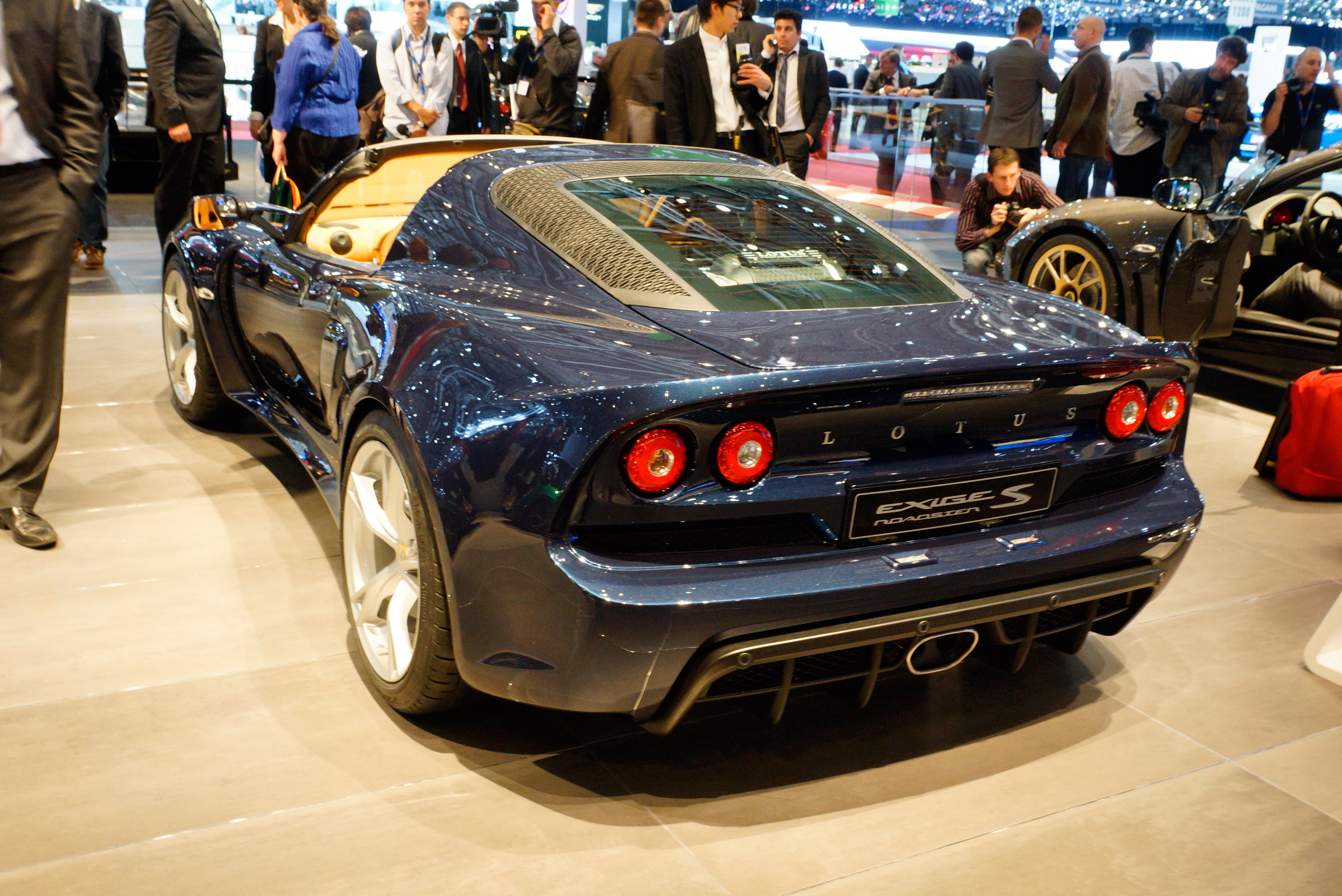 https://www.automobilesreview.com/gallery/lotus-exige-s-roadster-geneva-2012/lotus-exige-s-roadster-geneva-2012-02.jpg