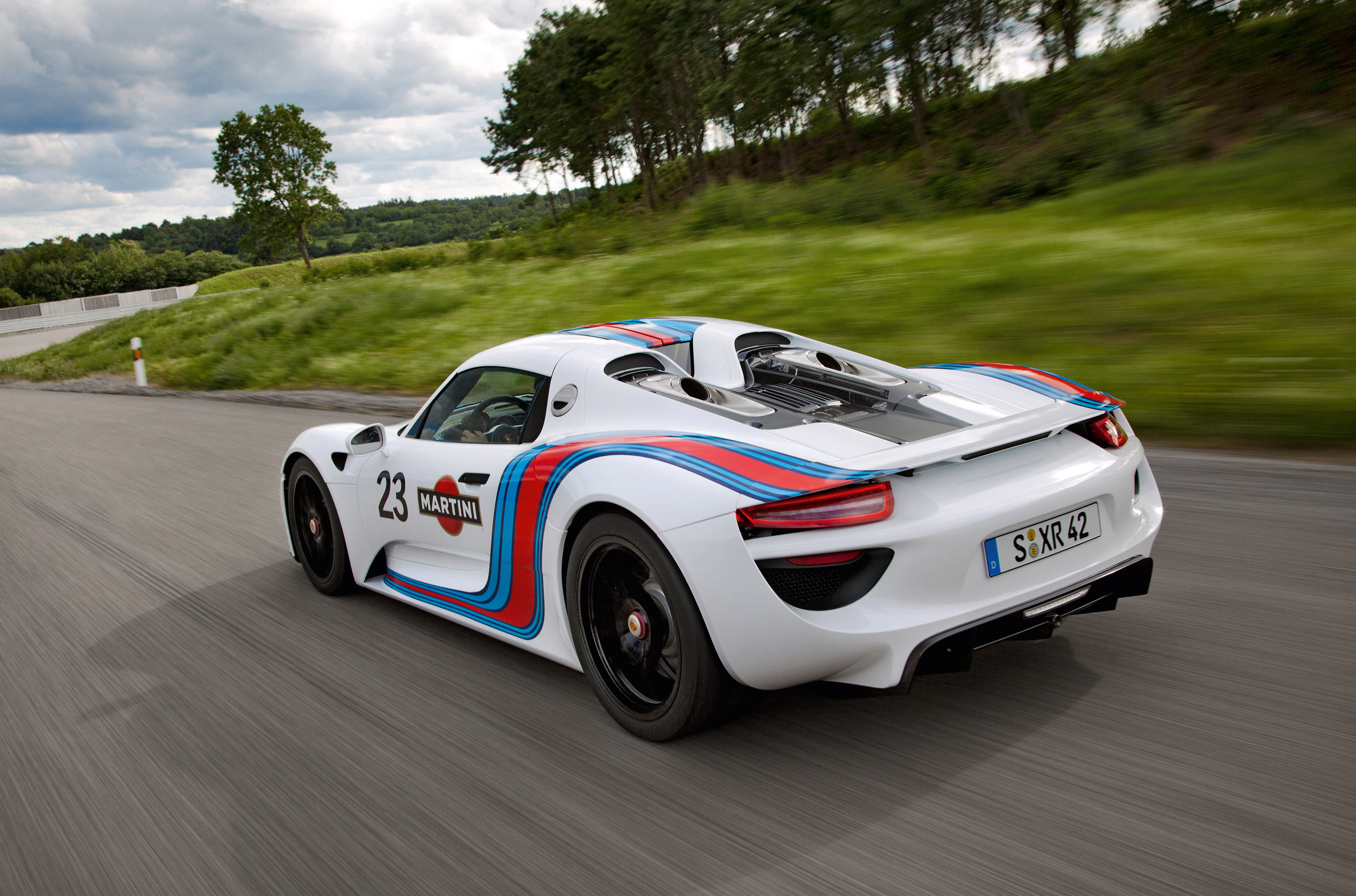 porsche 918 spyder at nurburgring in a martini suit. Black Bedroom Furniture Sets. Home Design Ideas