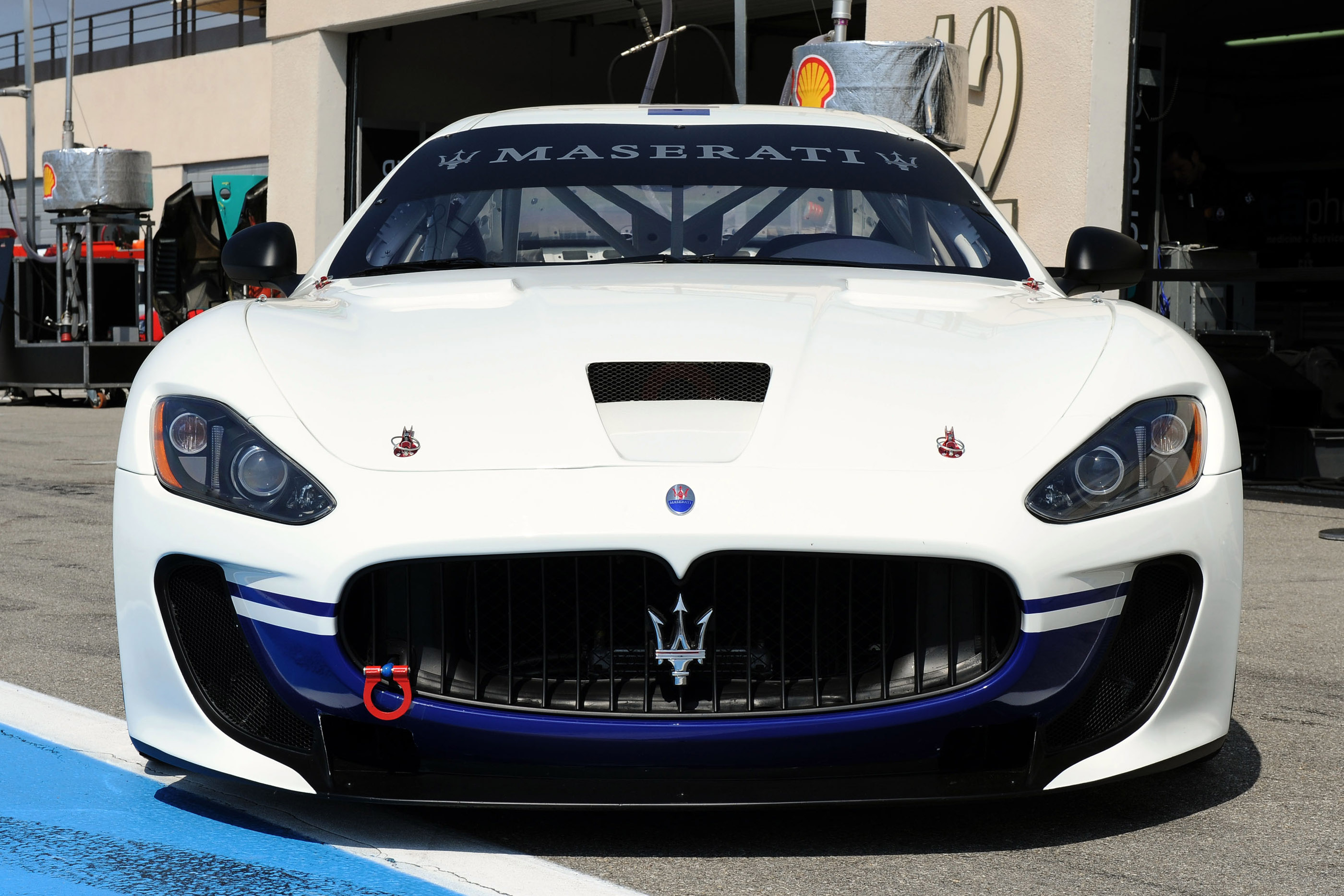 https://www.automobilesreview.com/gallery/maserati-granturismo-mc/maserati-granturismo-mc-03.jpg