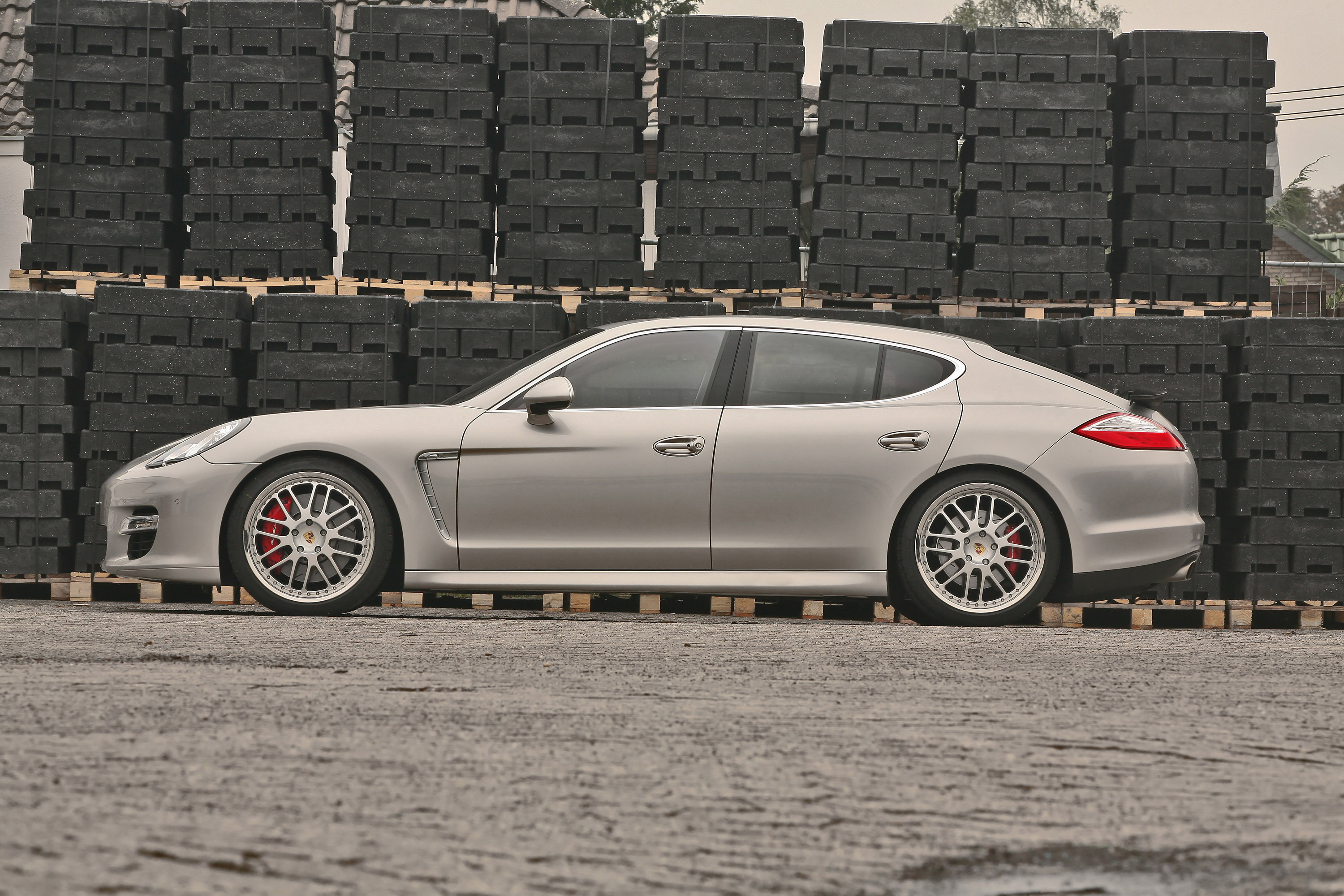 mcchip dkr adds more power to the porsche panamera turbo. Black Bedroom Furniture Sets. Home Design Ideas