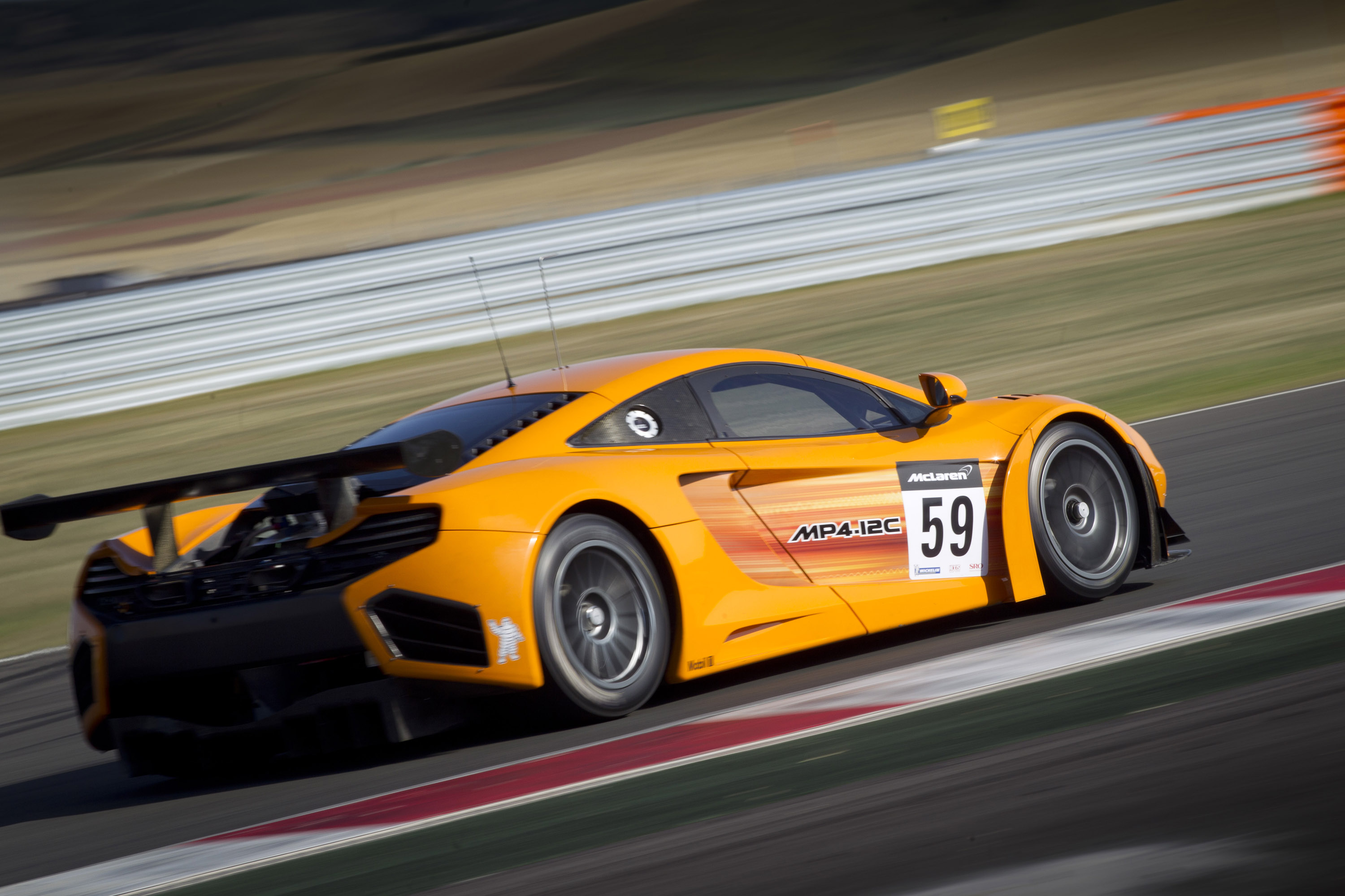 https://www.automobilesreview.com/gallery/mclaren-mp4-12c-gt3-race-car/mclaren-mp4-12c-gt3-race-car-04.jpg