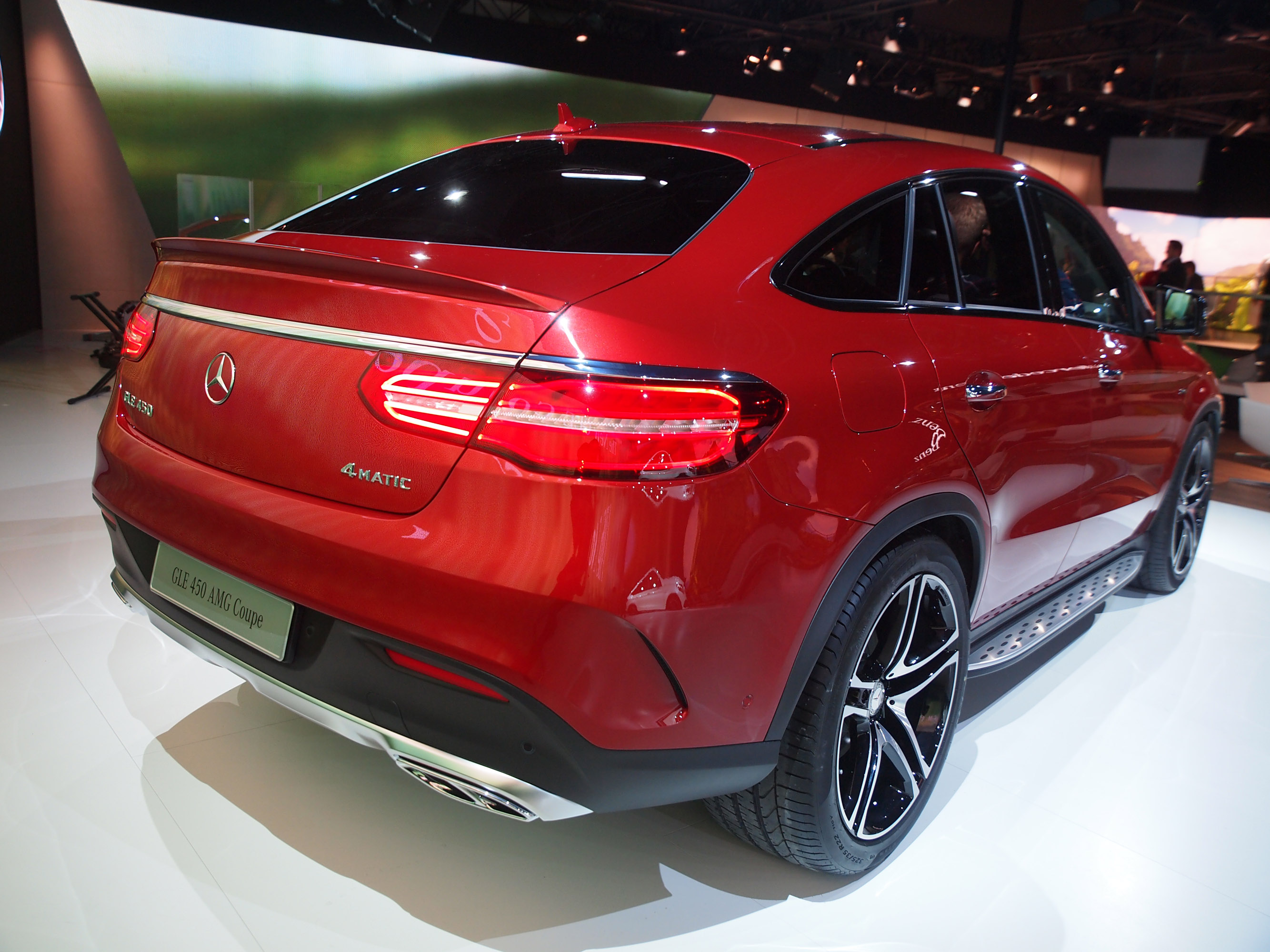 Mercedes benz brand will support jurassic world with for Mercedes benz support