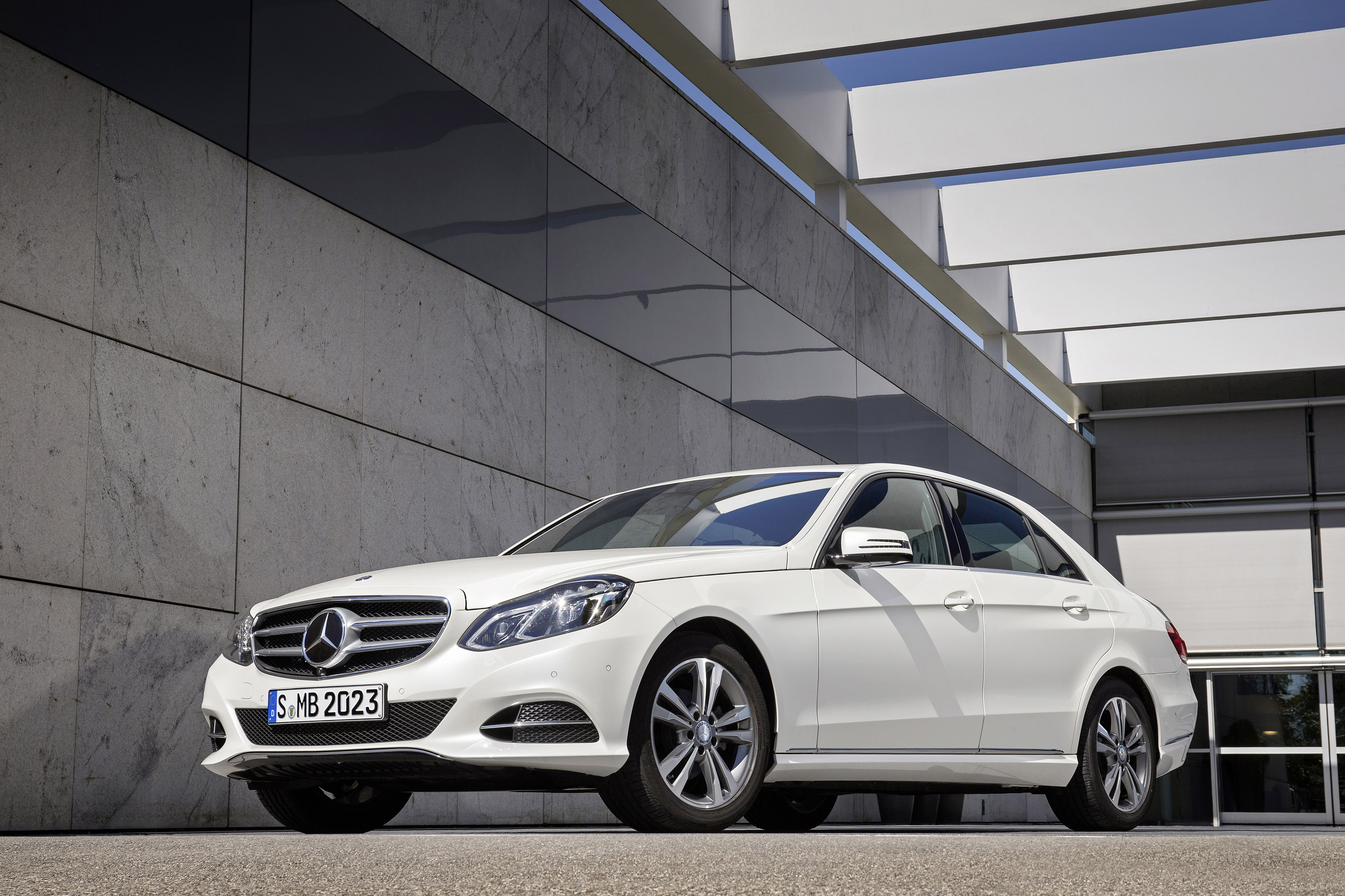 mercedes benz e200 natural gas drive and e220 bluetec blueefficiency. Black Bedroom Furniture Sets. Home Design Ideas