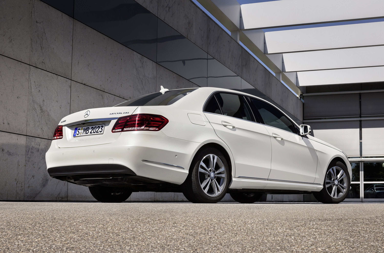 Mercedes benz e200 natural gas drive and e220 bluetec for Mercedes benz 200