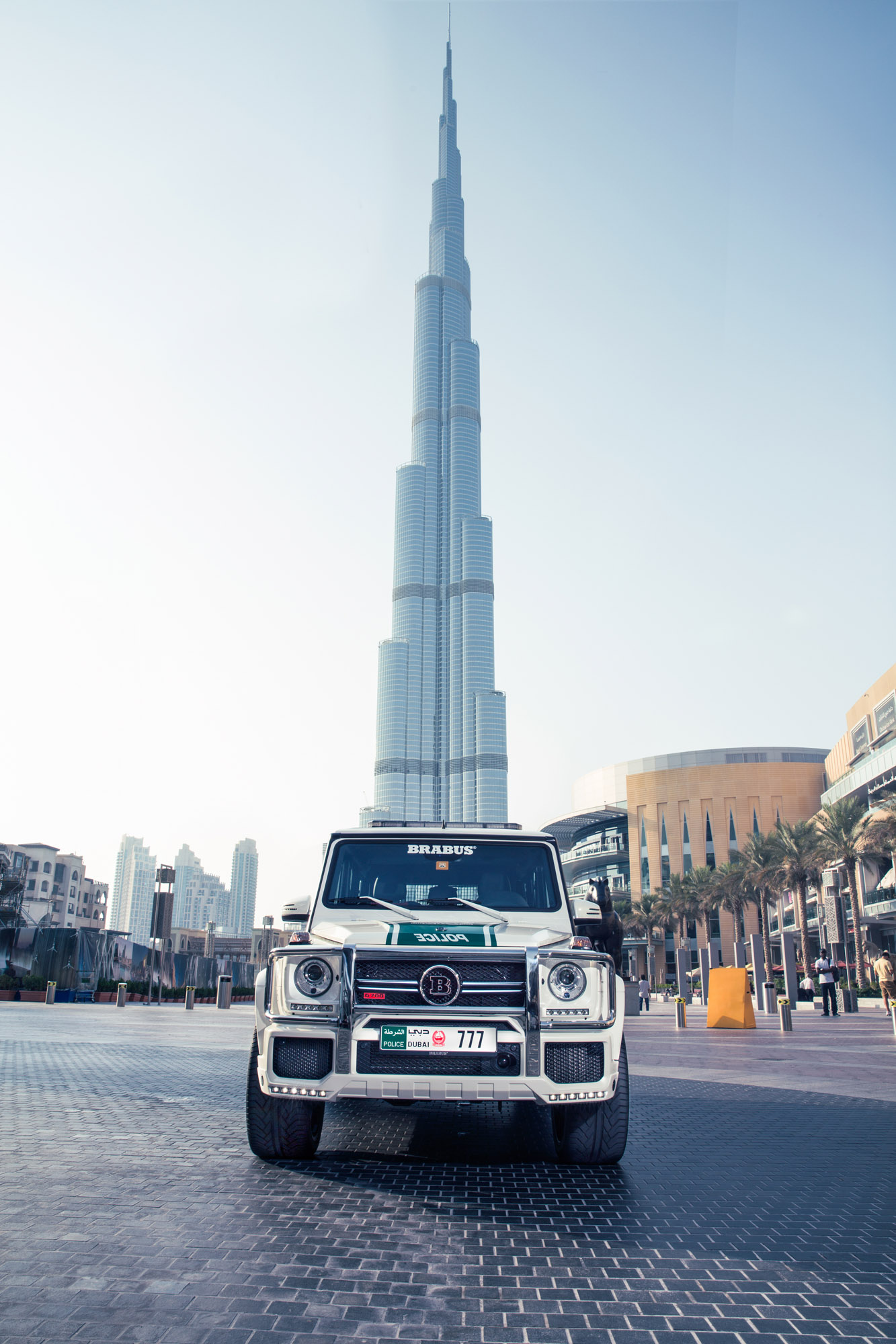 Mercedes benz g class b63s 700 widestar dubai police for Videos dubai