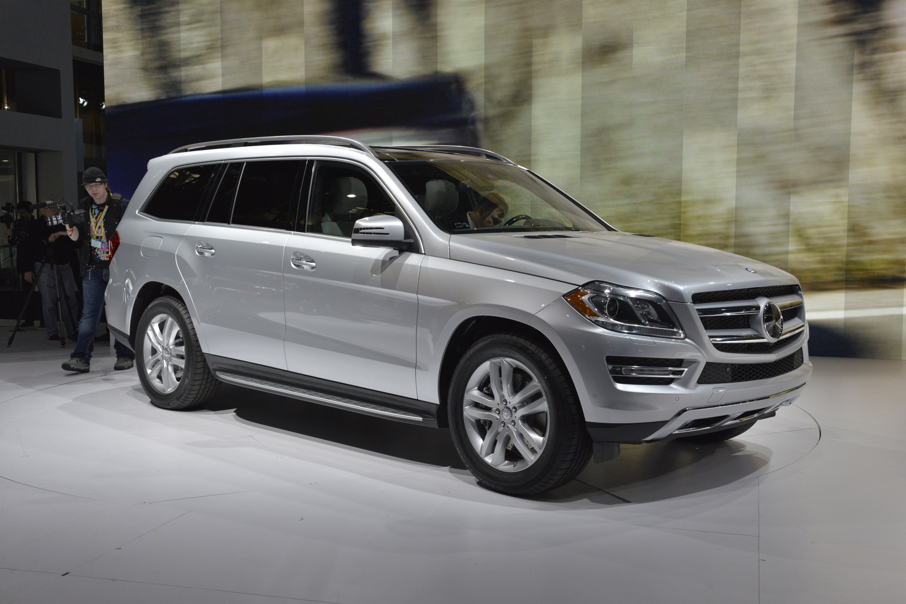 Mercedes benz gl class new york 2012 picture 67763 for Mercedes benz gl series