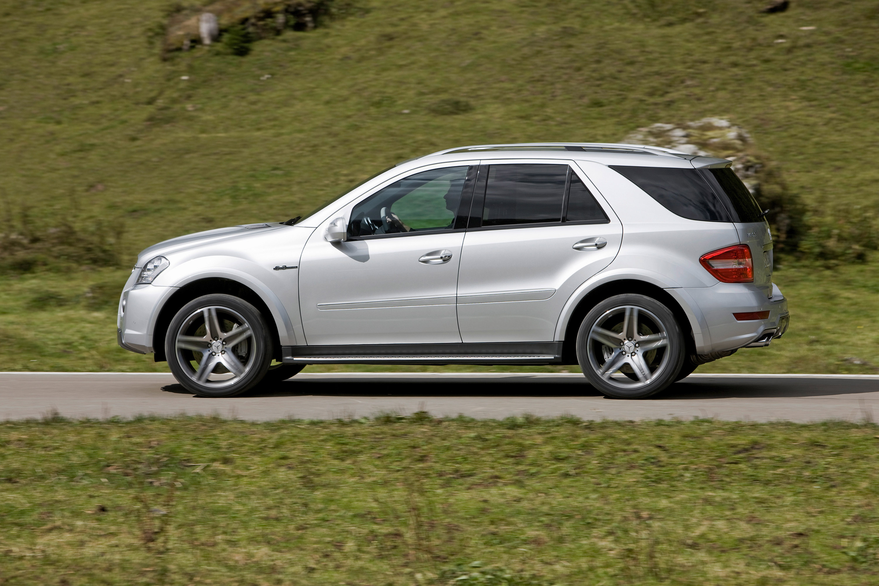 Ml 63 Amg 10th Anniversary Exclusive High Performance