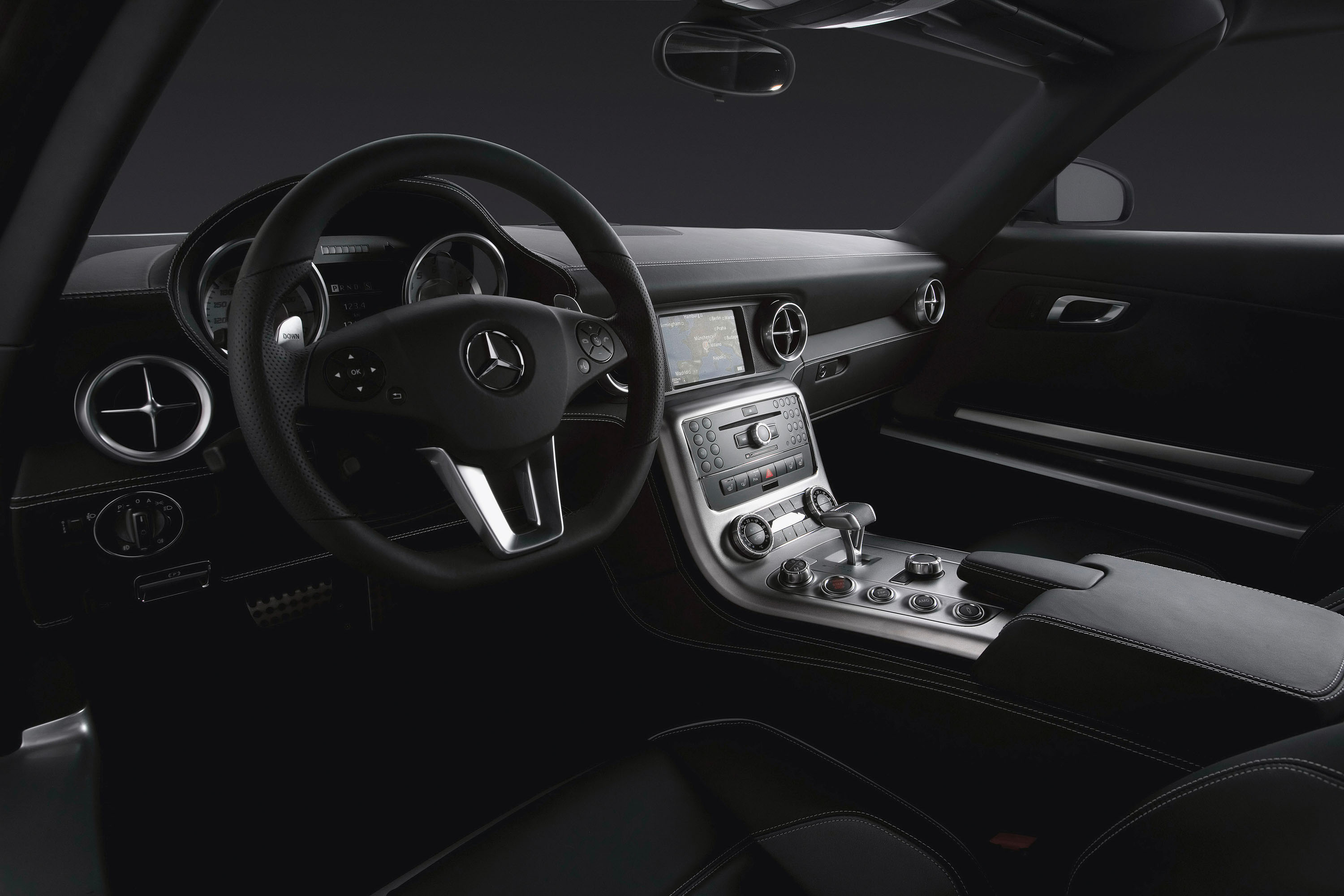 Mercedes-Benz SLS AMG Interior - Picture 19689