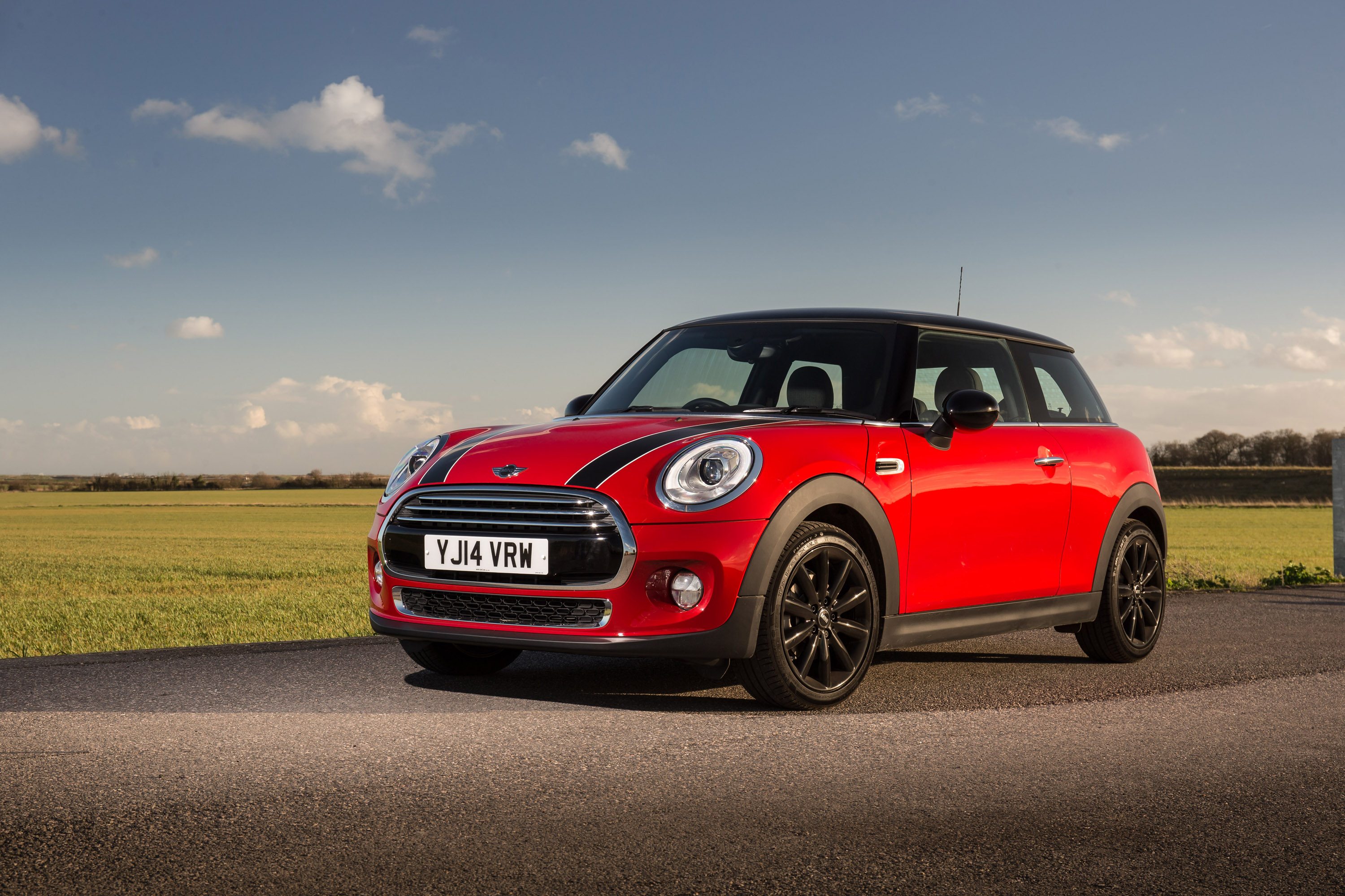 new mini cooper hatch shows contemporary evolution of classic design. Black Bedroom Furniture Sets. Home Design Ideas