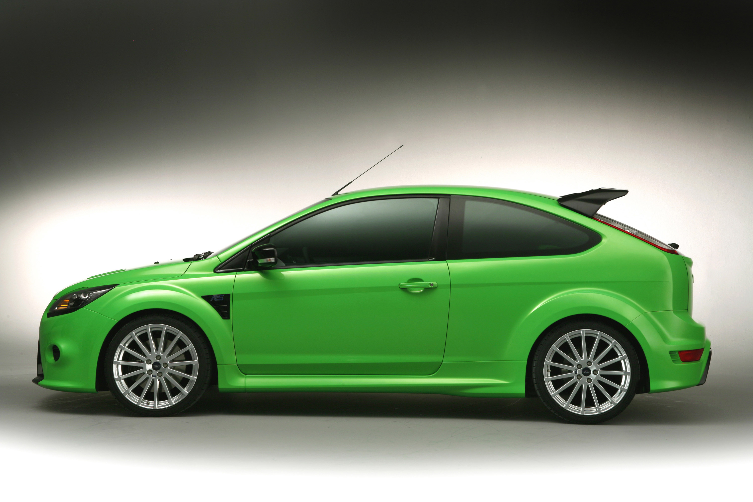 New Ford Focus Rs In Detail Engine 2000 First Generation 02 2002 2009