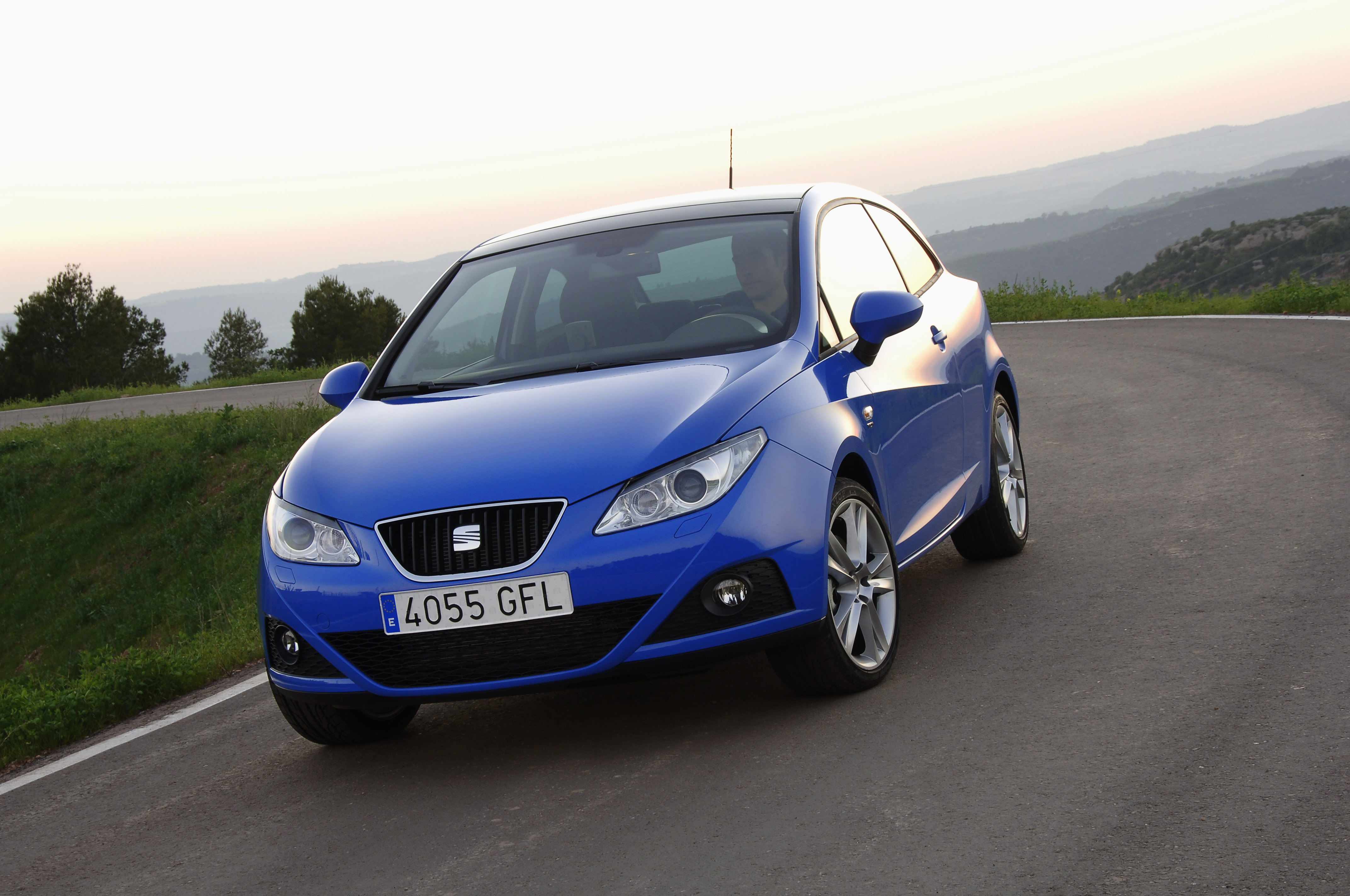 new seat ibiza sportcoupe. Black Bedroom Furniture Sets. Home Design Ideas