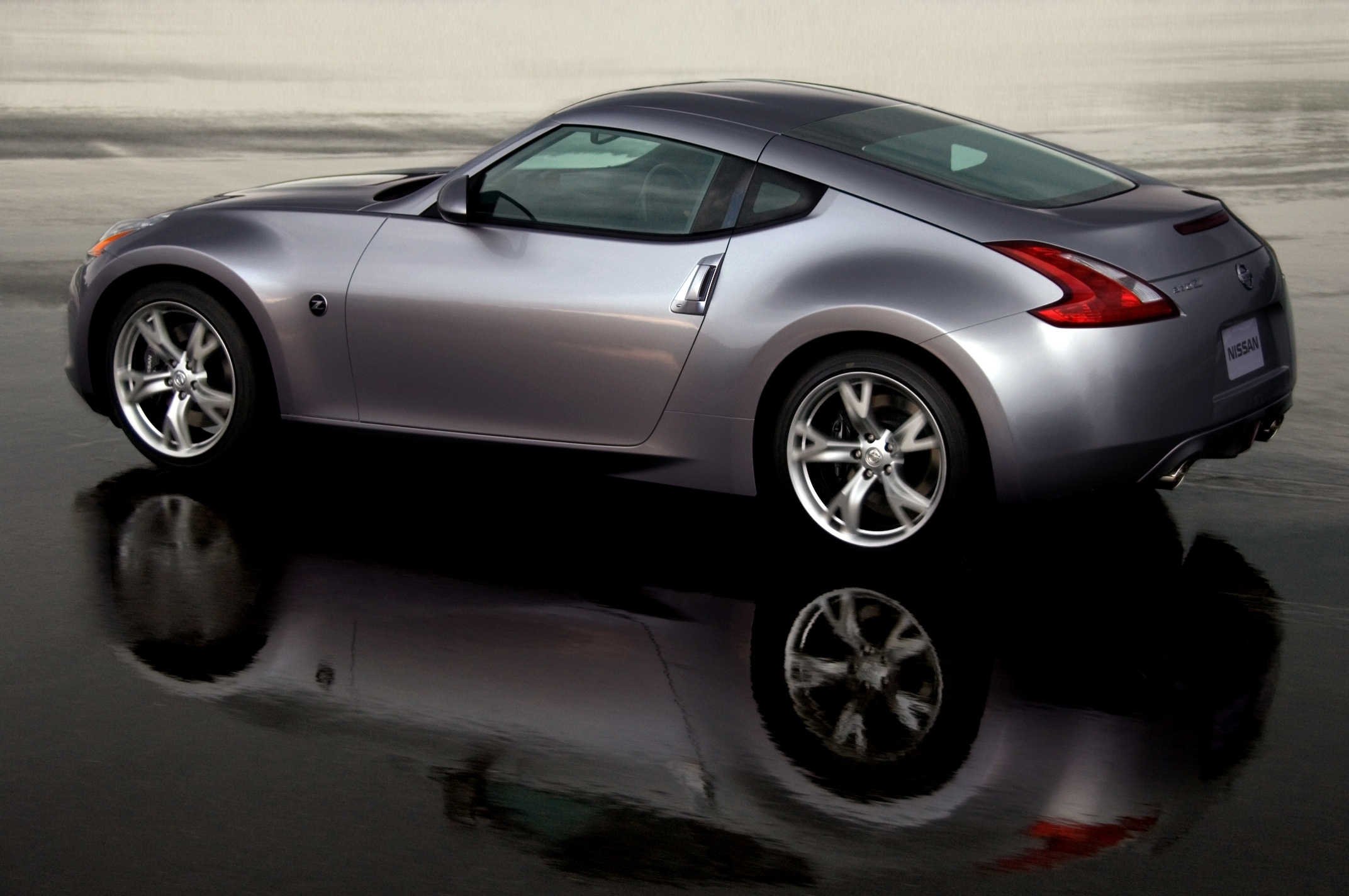 all new 2009 nissan 370z coupe readies for debut. Black Bedroom Furniture Sets. Home Design Ideas