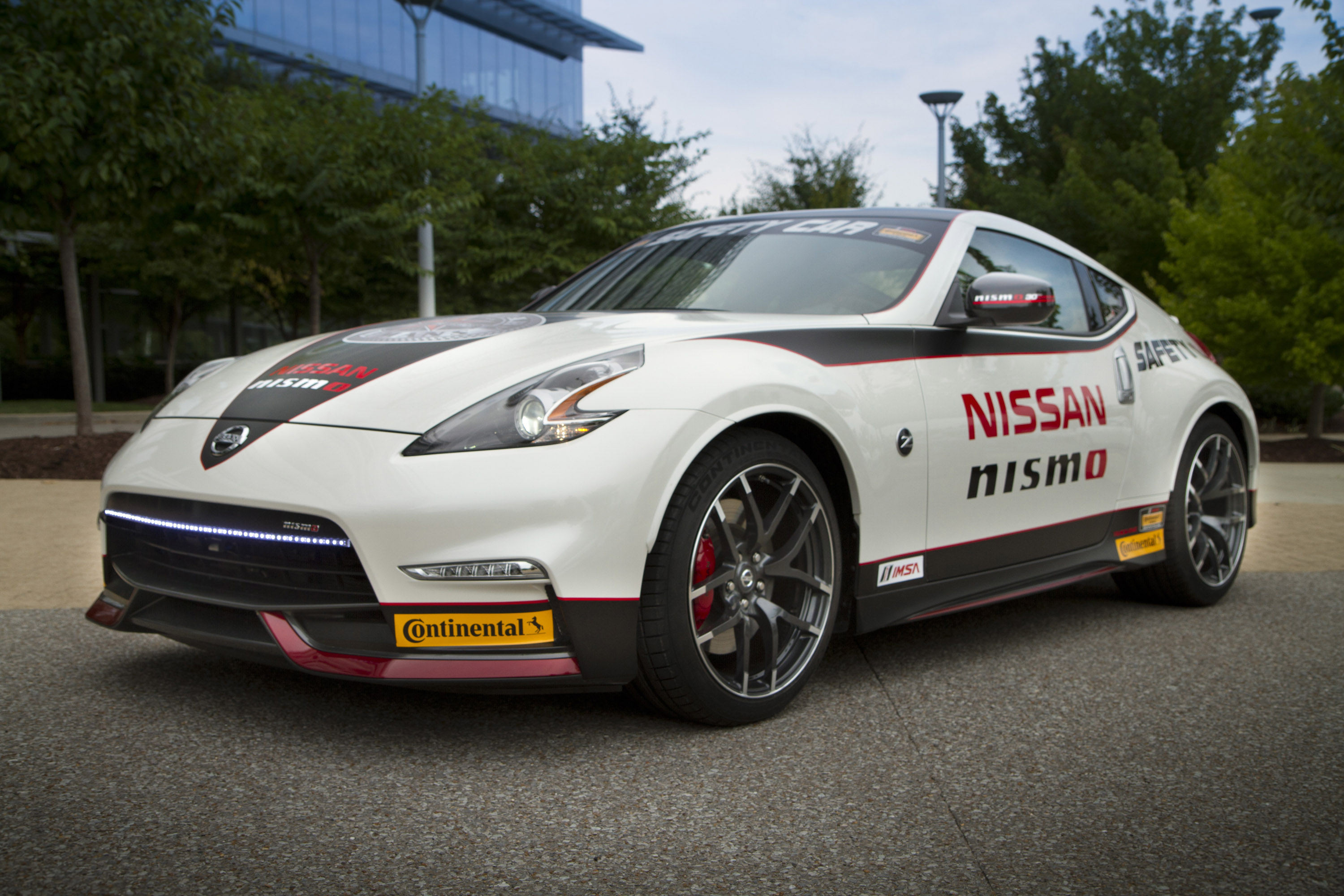 2015 gt r nismo and 370z nismo safety car on display at sema show. Black Bedroom Furniture Sets. Home Design Ideas
