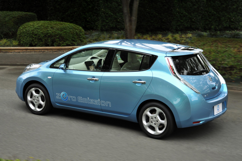 Nissan reports high demand on the 2011 all electric leaf nissan leaf vanachro Choice Image