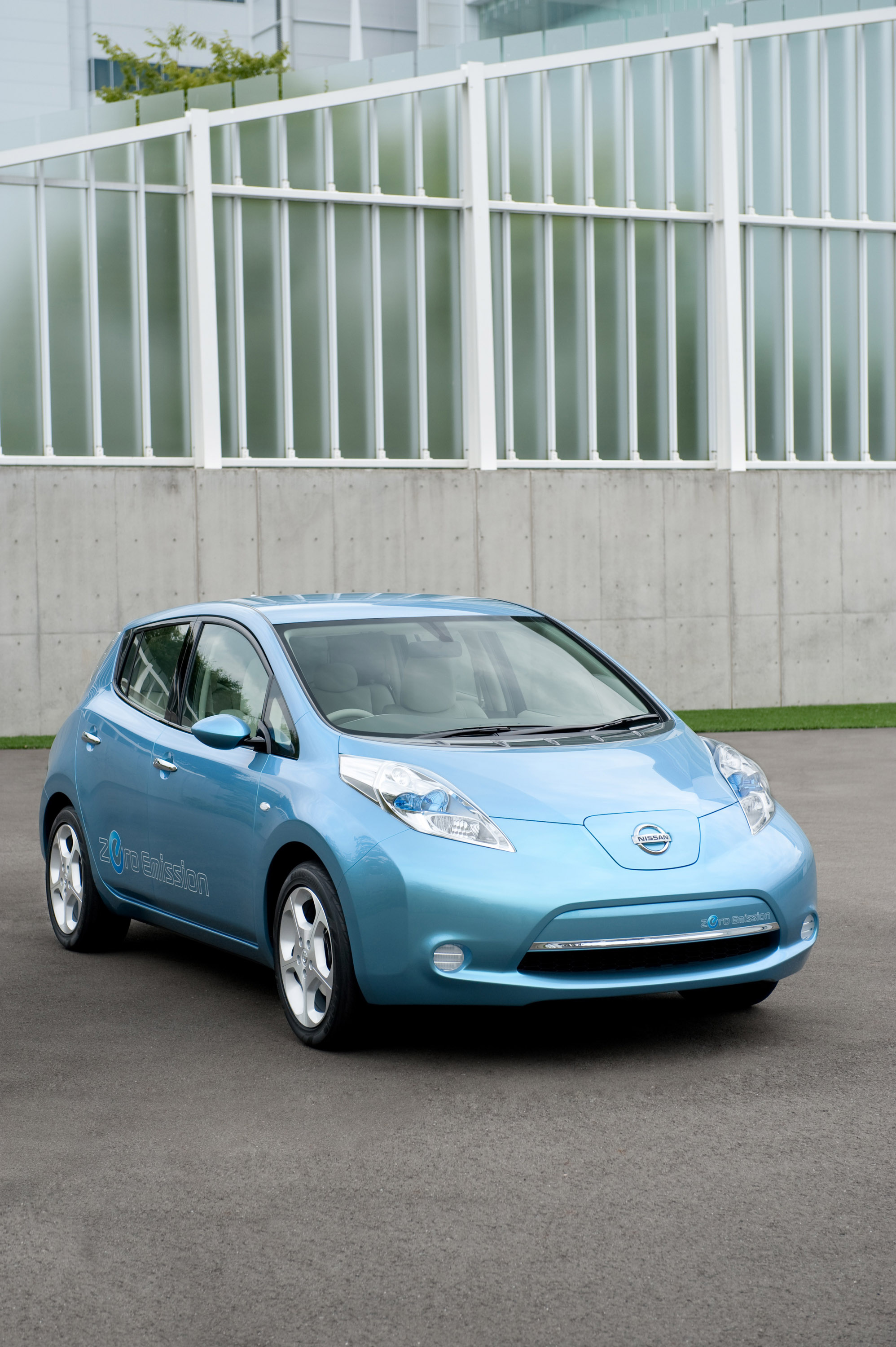 Nissan LEAF 100% electric vehicle production started