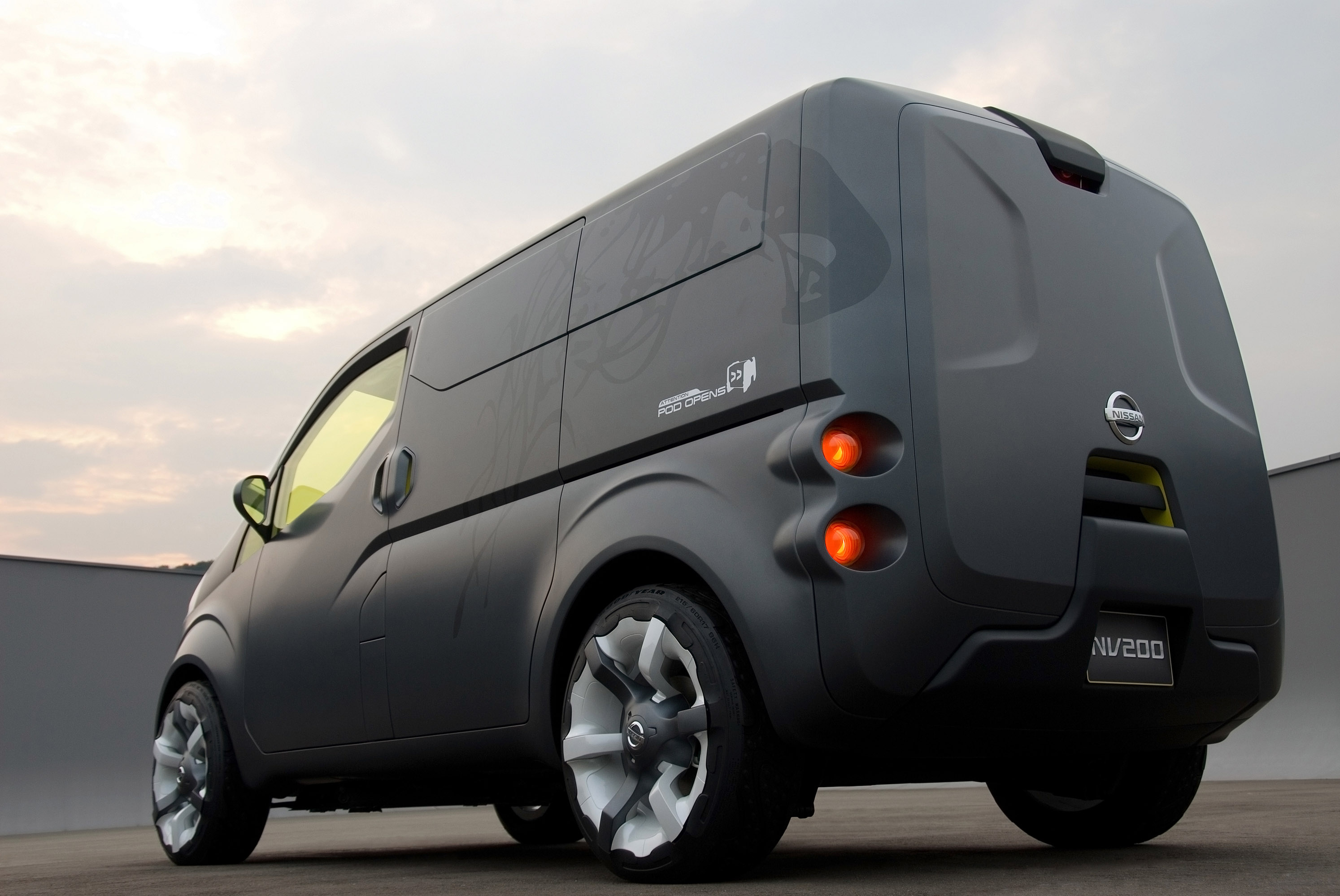 nissan nv200 concept brings human touch and. Black Bedroom Furniture Sets. Home Design Ideas