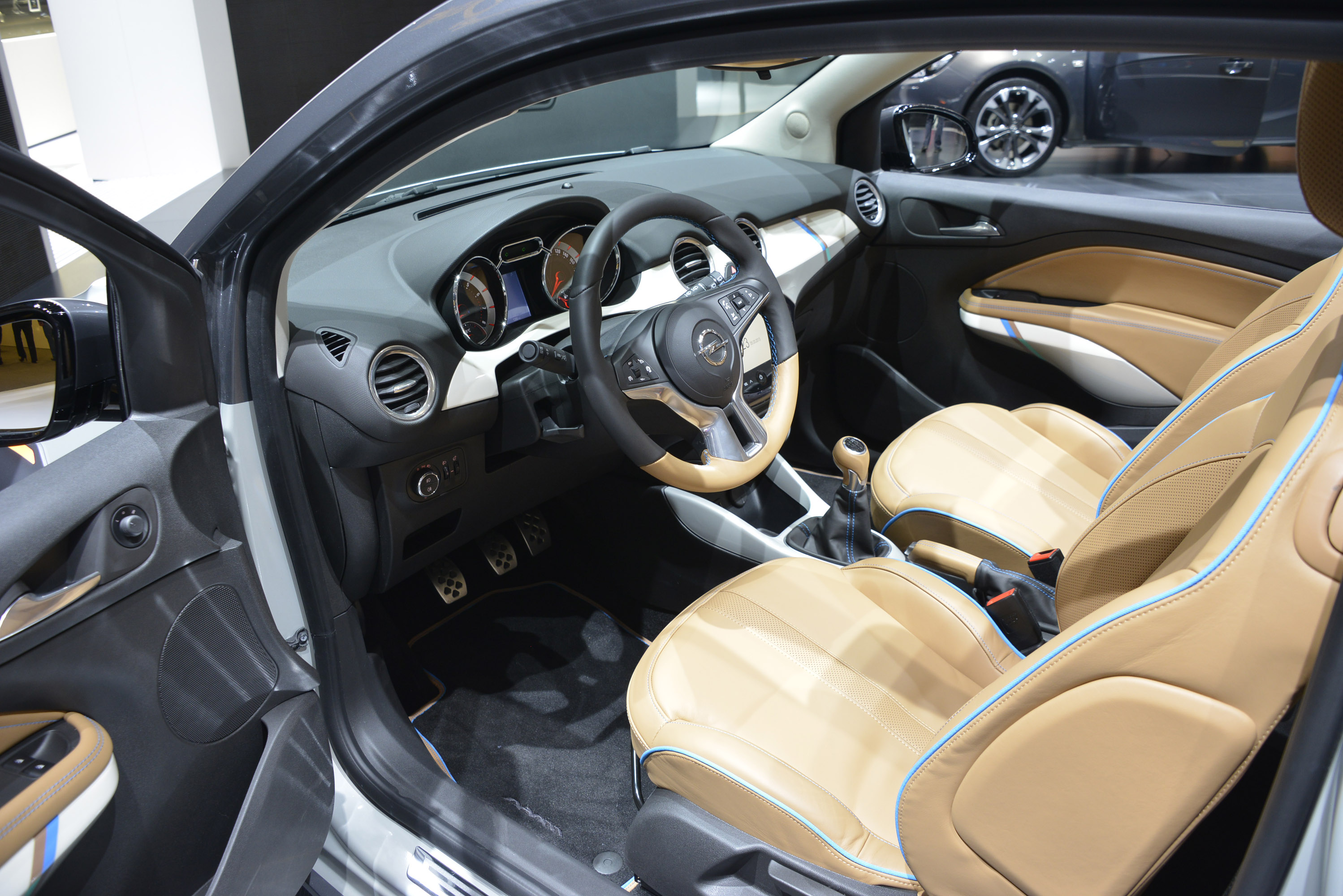 Opel adam rocks concept geneva 2013 picture 82505 for Interieur tuning auto
