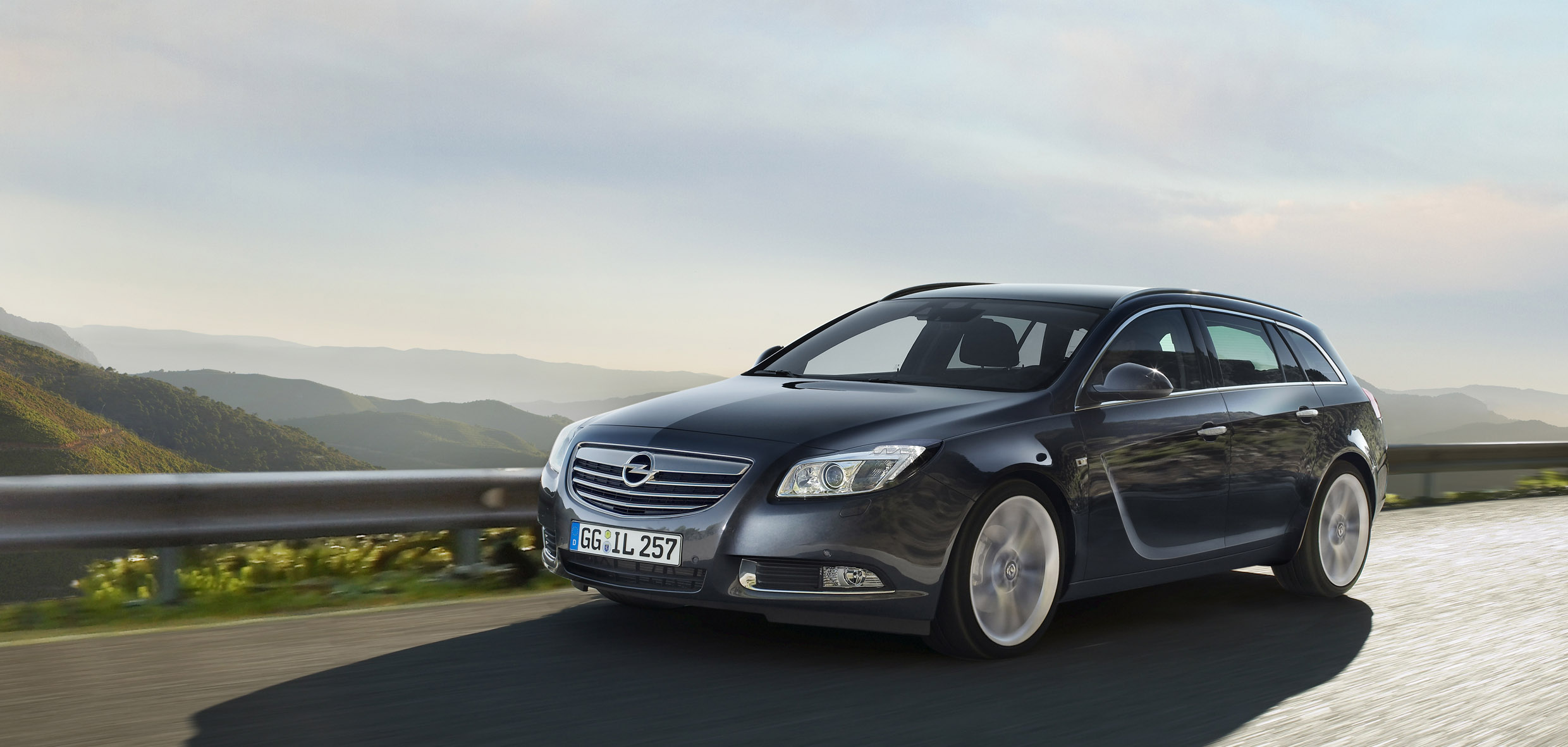 opel insignia sports tourer the new wagon in elegant. Black Bedroom Furniture Sets. Home Design Ideas